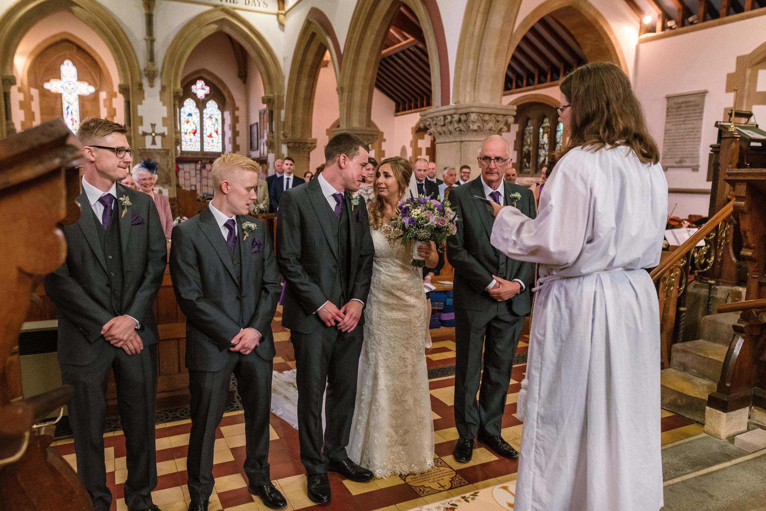 Hampshire Wedding Photographer Hampshire : Ufton-Court-Wedding : Barn-wedding-venue-hampshire : sarah-fishlock-photography : hampshire-barn-wedding-377.jpg