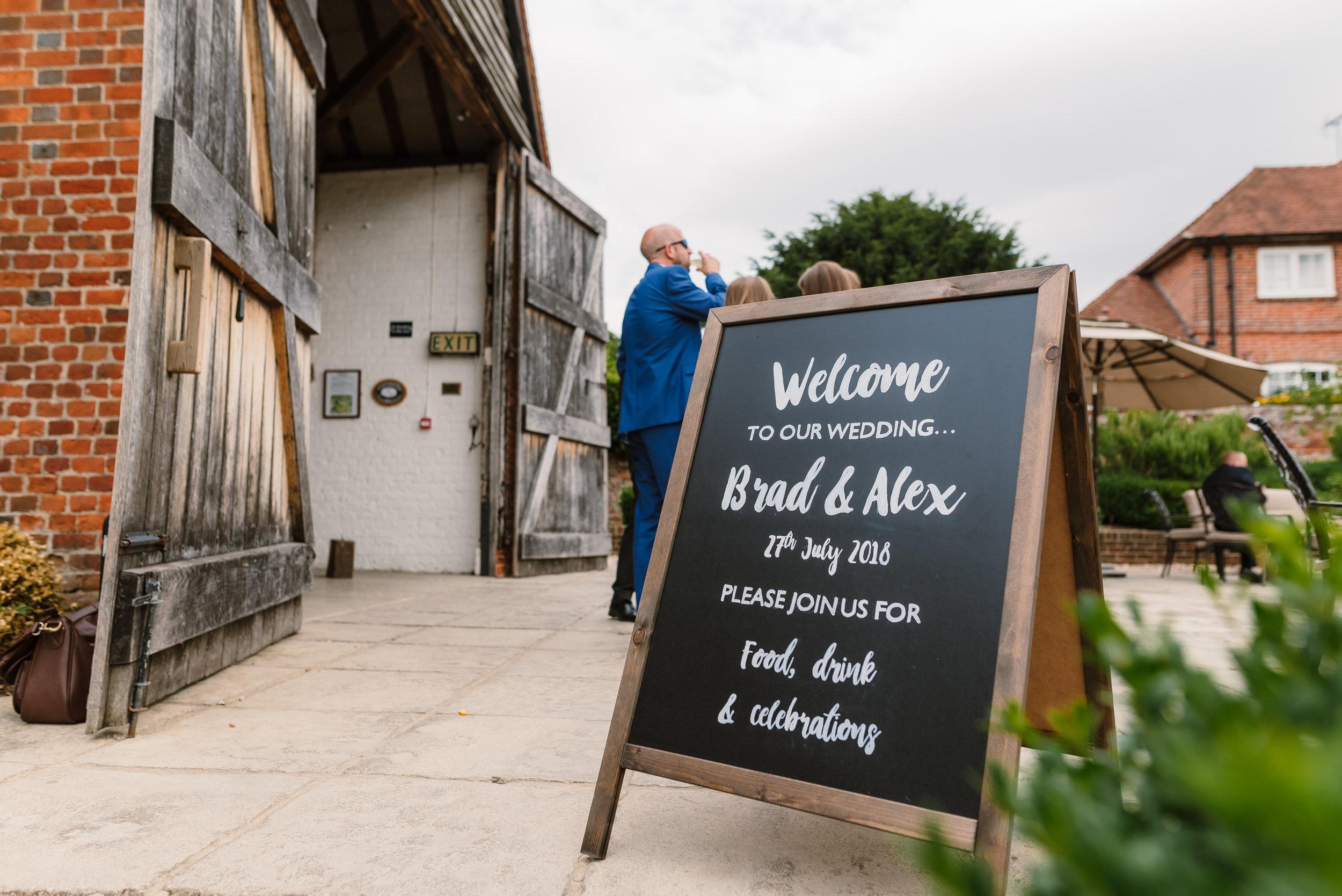 Hampshire Wedding Photographer Hampshire : Ufton-Court-Wedding : Barn-wedding-venue-hampshire : sarah-fishlock-photography : hampshire-barn-wedding-589.jpg