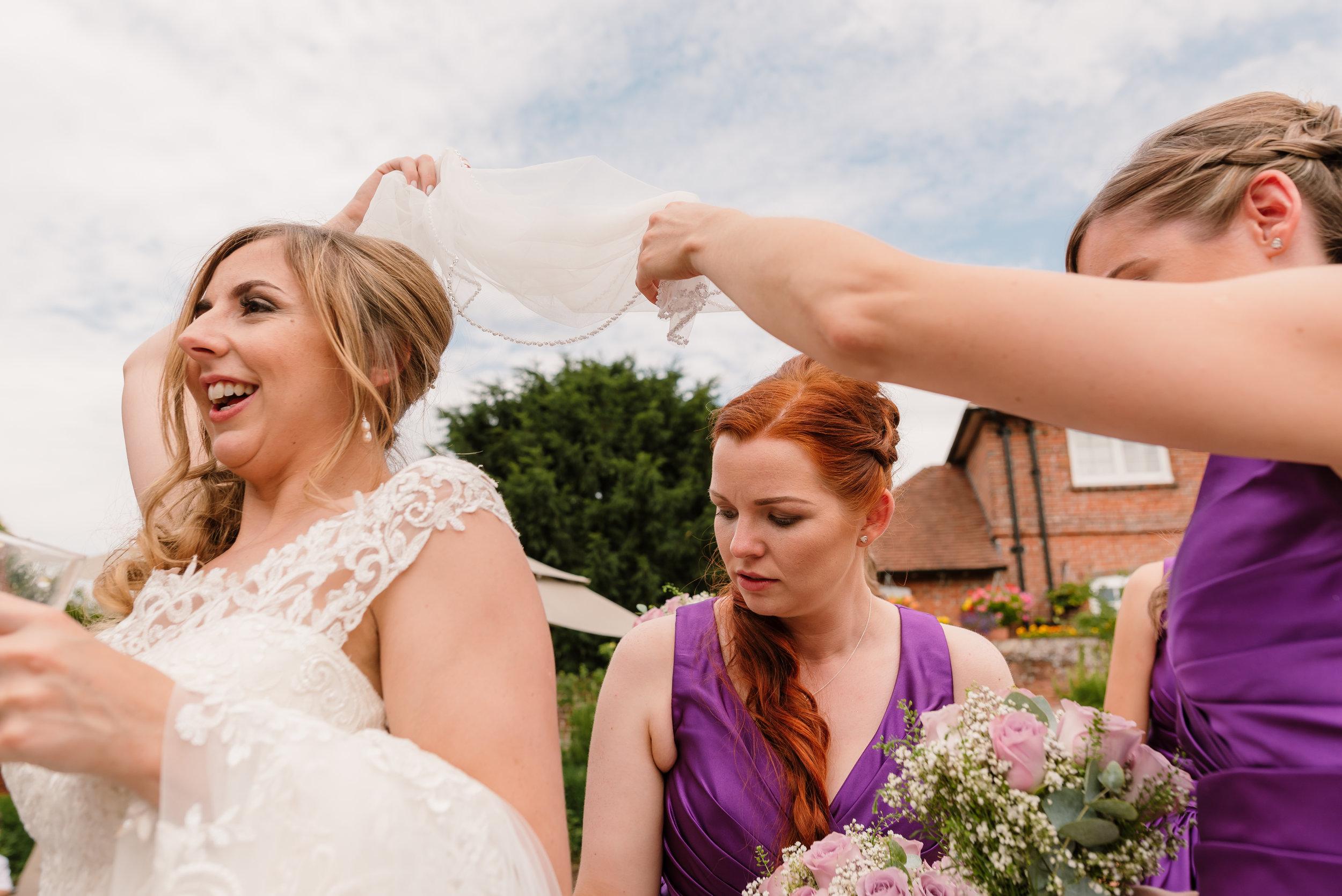 Hampshire Wedding Photographer Hampshire : Ufton-Court-Wedding : Barn-wedding-venue-hampshire : sarah-fishlock-photography : hampshire-barn-wedding-671.jpg