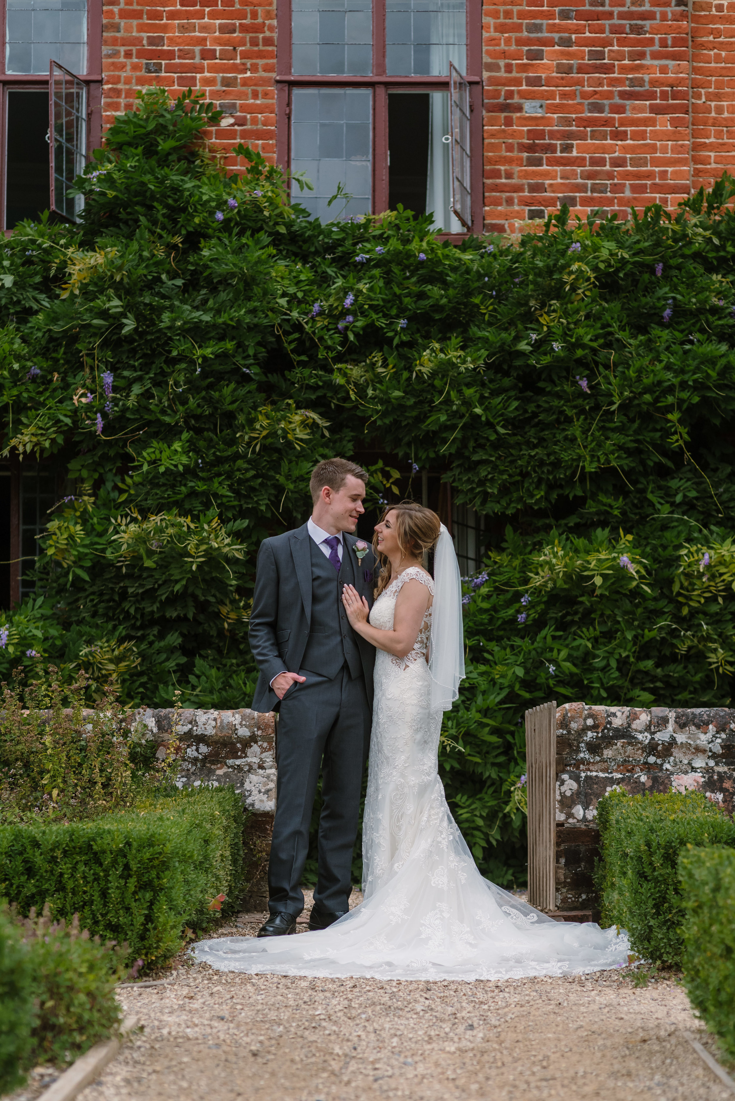 Hampshire Wedding Photographer Hampshire : Ufton-Court-Wedding : Barn-wedding-venue-hampshire : sarah-fishlock-photography : hampshire-barn-wedding-810.jpg