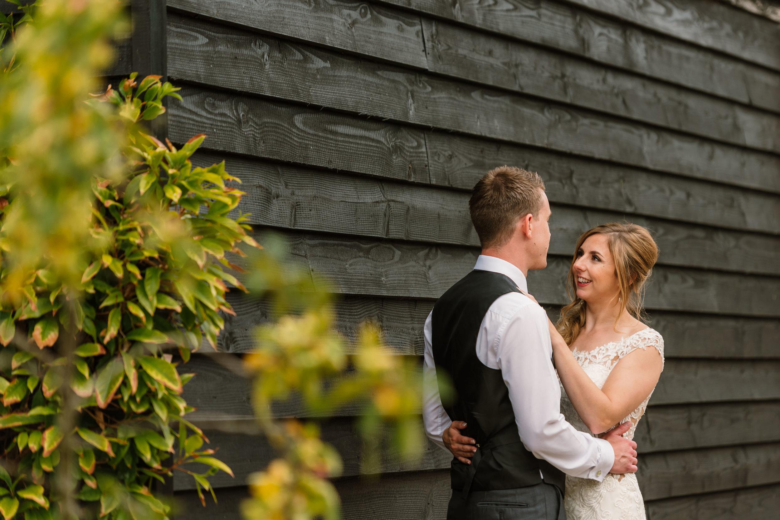 Hampshire Wedding Photographer Hampshire : Ufton-Court-Wedding : Barn-wedding-venue-hampshire : sarah-fishlock-photography : hampshire-barn-wedding-1016.jpg