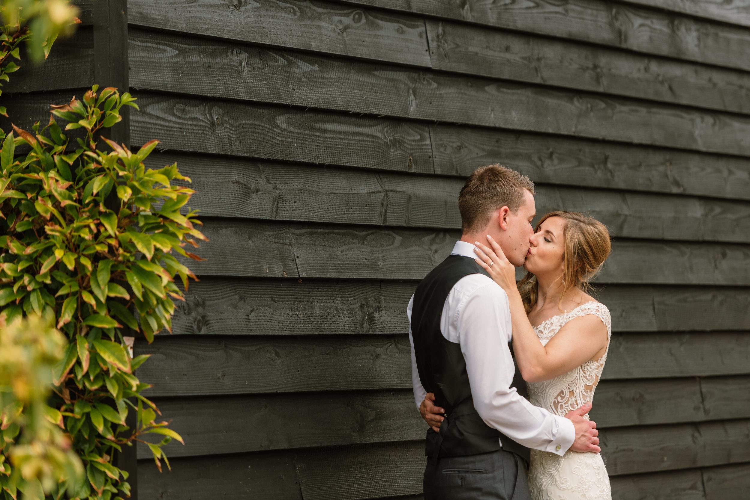 Hampshire Wedding Photographer Hampshire : Ufton-Court-Wedding : Barn-wedding-venue-hampshire : sarah-fishlock-photography : hampshire-barn-wedding-1014.jpg