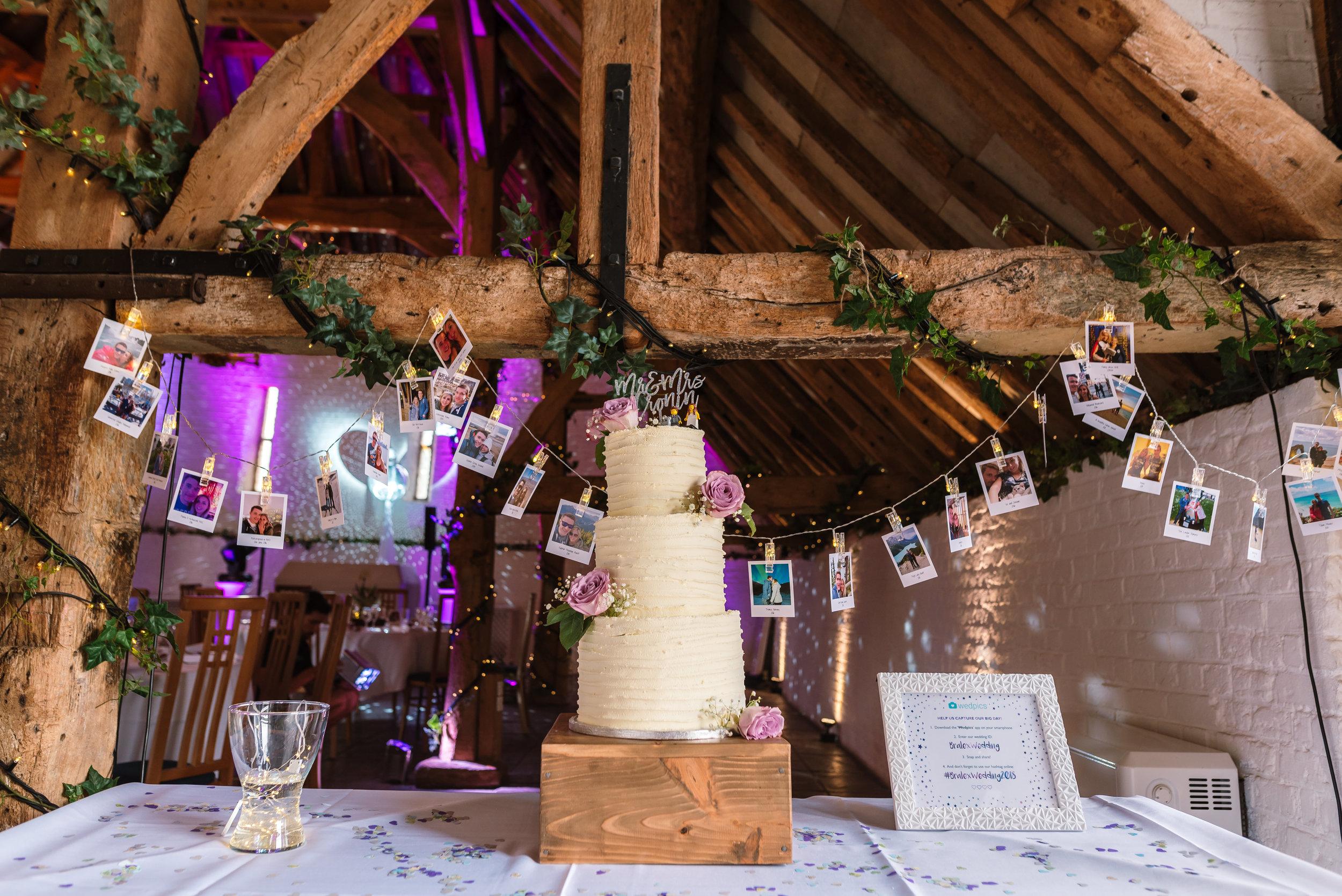 Hampshire Wedding Photographer Hampshire : Ufton-Court-Wedding : Barn-wedding-venue-hampshire : sarah-fishlock-photography : hampshire-barn-wedding-665.jpg