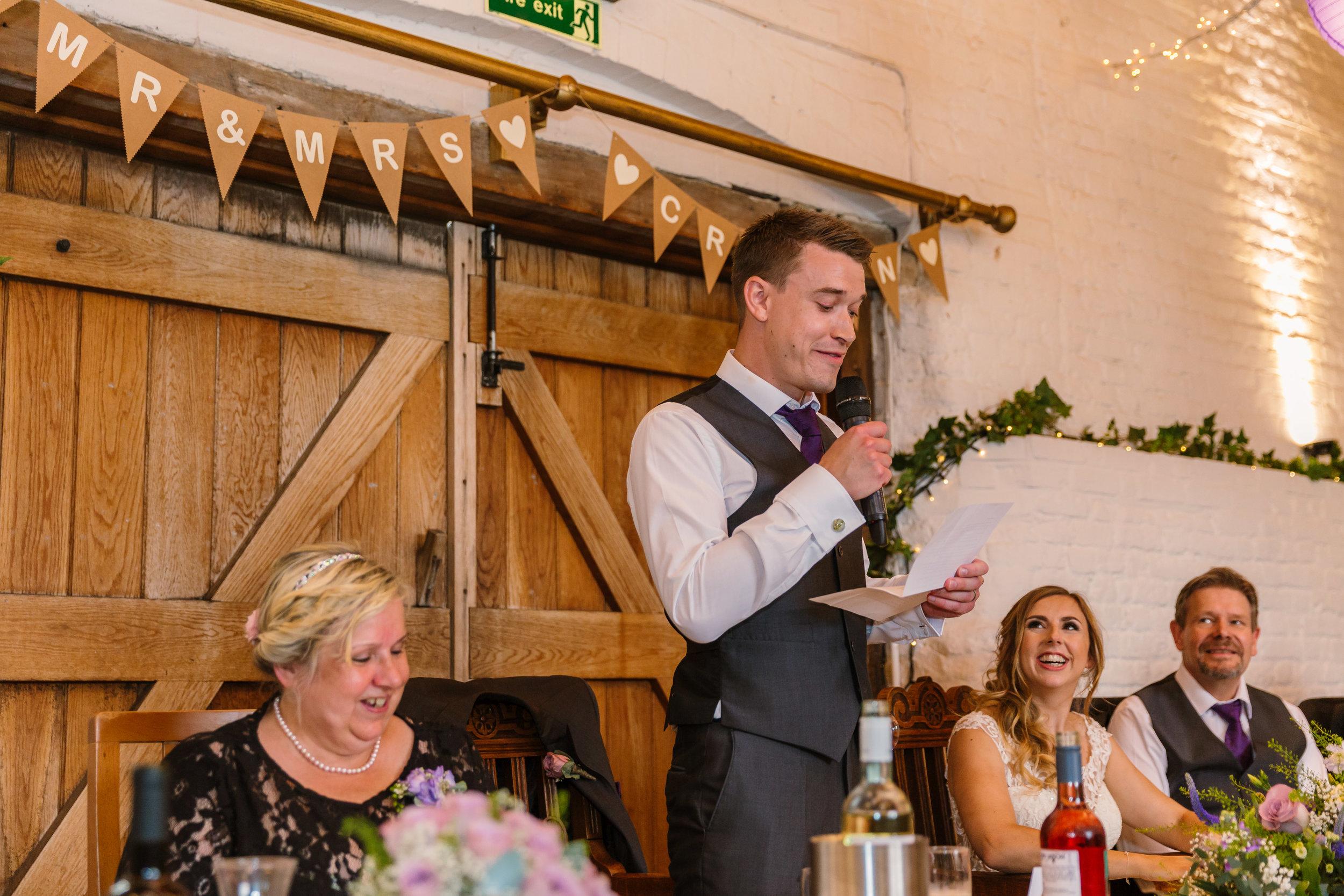 Hampshire Wedding Photographer Hampshire : Ufton-Court-Wedding : Barn-wedding-venue-hampshire : sarah-fishlock-photography : hampshire-barn-wedding-820.jpg