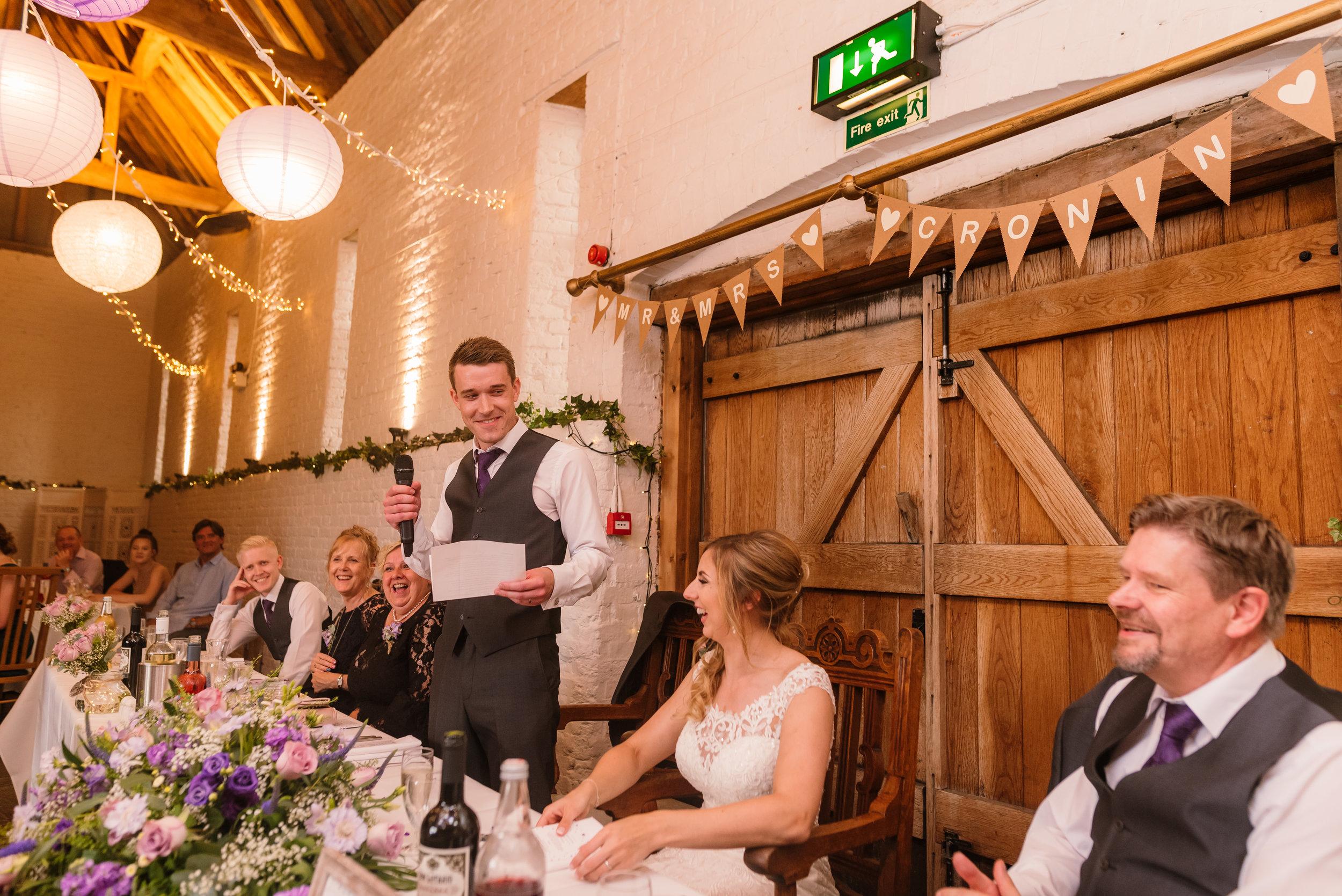Hampshire Wedding Photographer Hampshire : Ufton-Court-Wedding : Barn-wedding-venue-hampshire : sarah-fishlock-photography : hampshire-barn-wedding-854.jpg