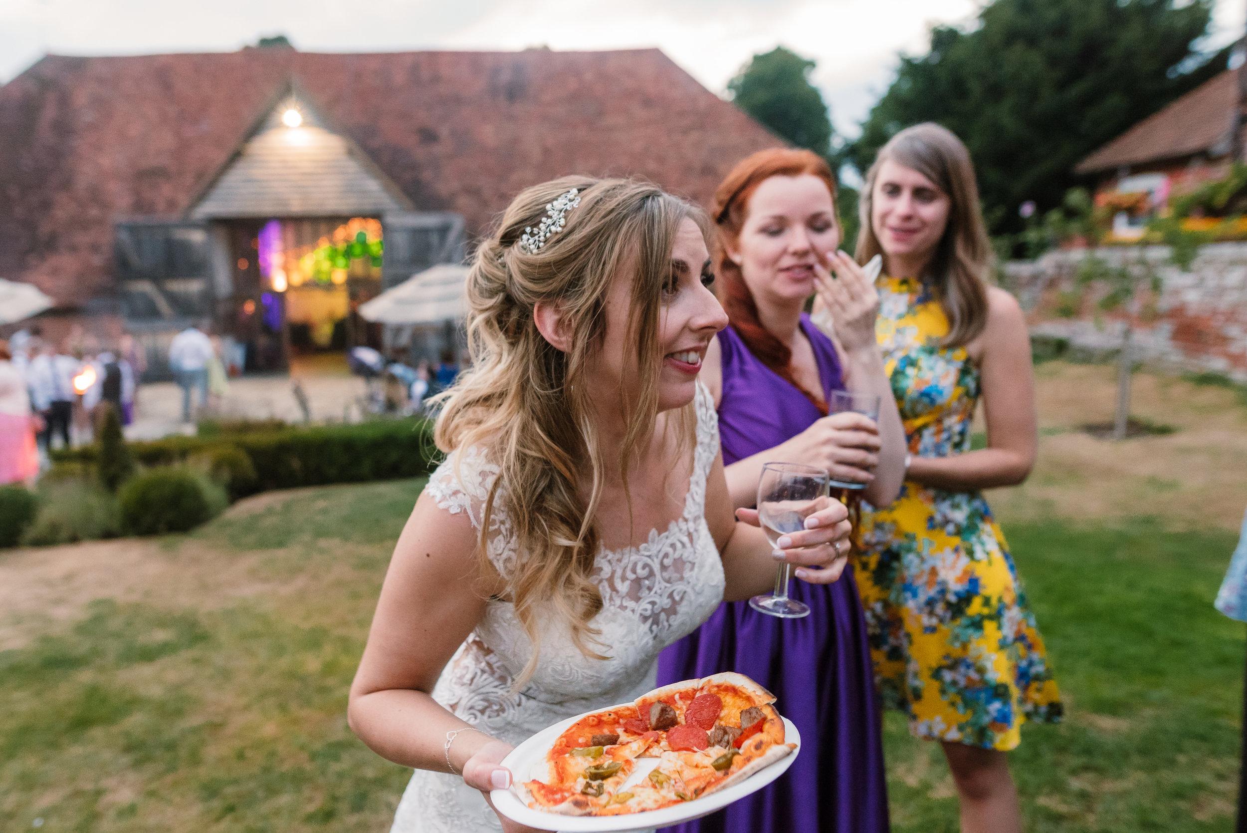 Hampshire Wedding Photographer Hampshire : Ufton-Court-Wedding : Barn-wedding-venue-hampshire : sarah-fishlock-photography : hampshire-barn-wedding-1179.jpg
