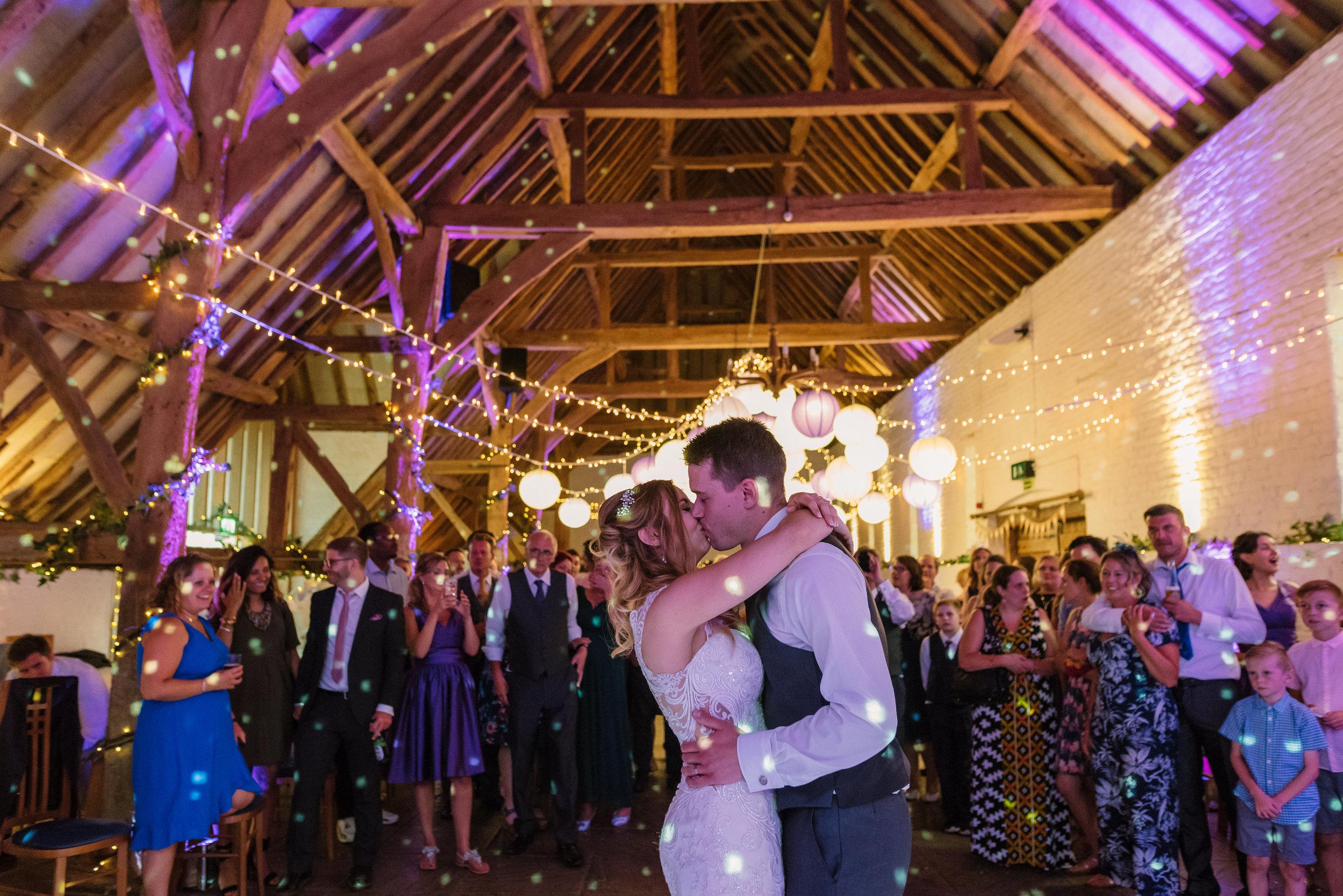 Hampshire Wedding Photographer Hampshire : Ufton-Court-Wedding : Barn-wedding-venue-hampshire : sarah-fishlock-photography : hampshire-barn-wedding-1105.jpg