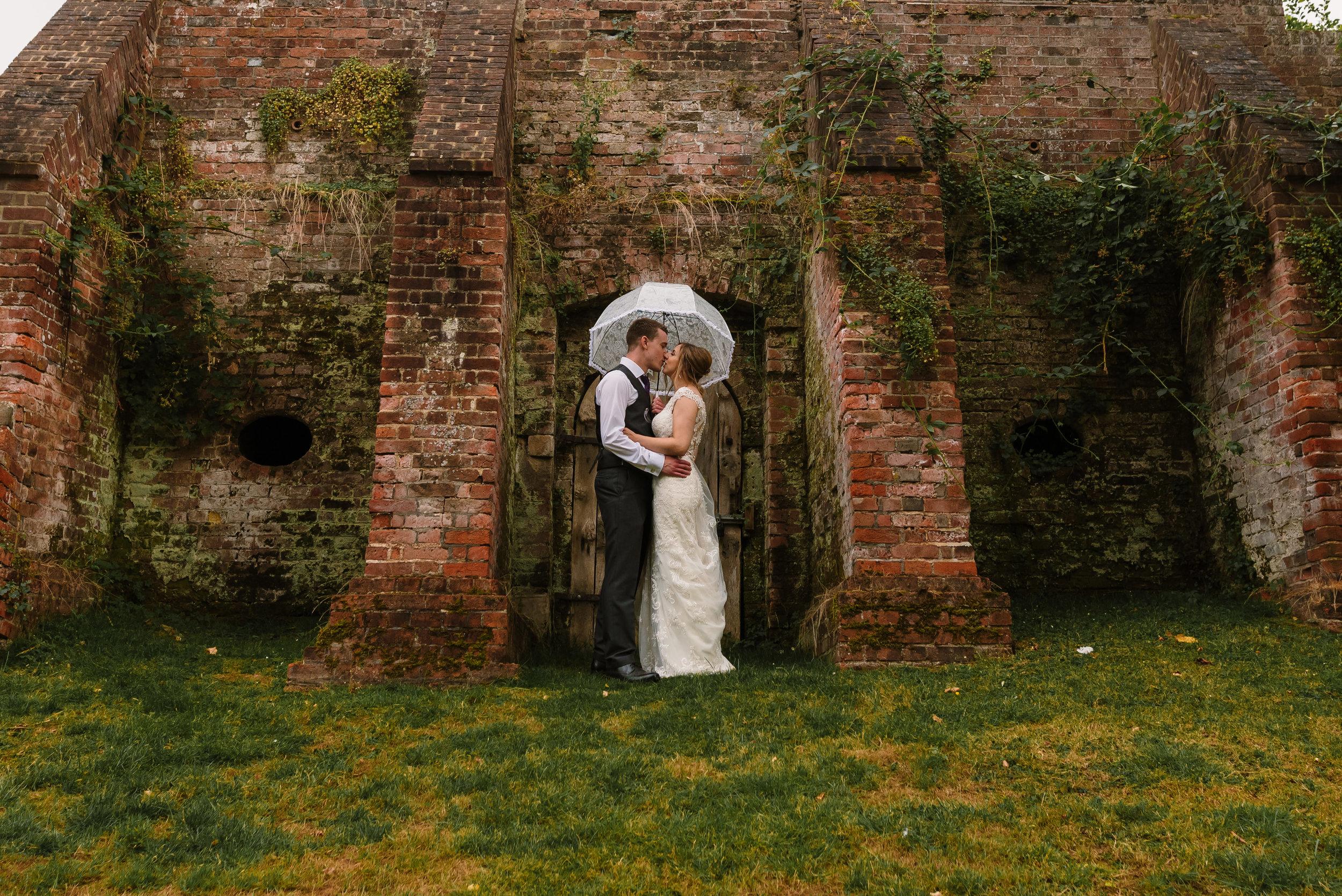 Hampshire Wedding Photographer Hampshire : Ufton-Court-Wedding : Barn-wedding-venue-hampshire : sarah-fishlock-photography : hampshire-barn-wedding-1061.jpg