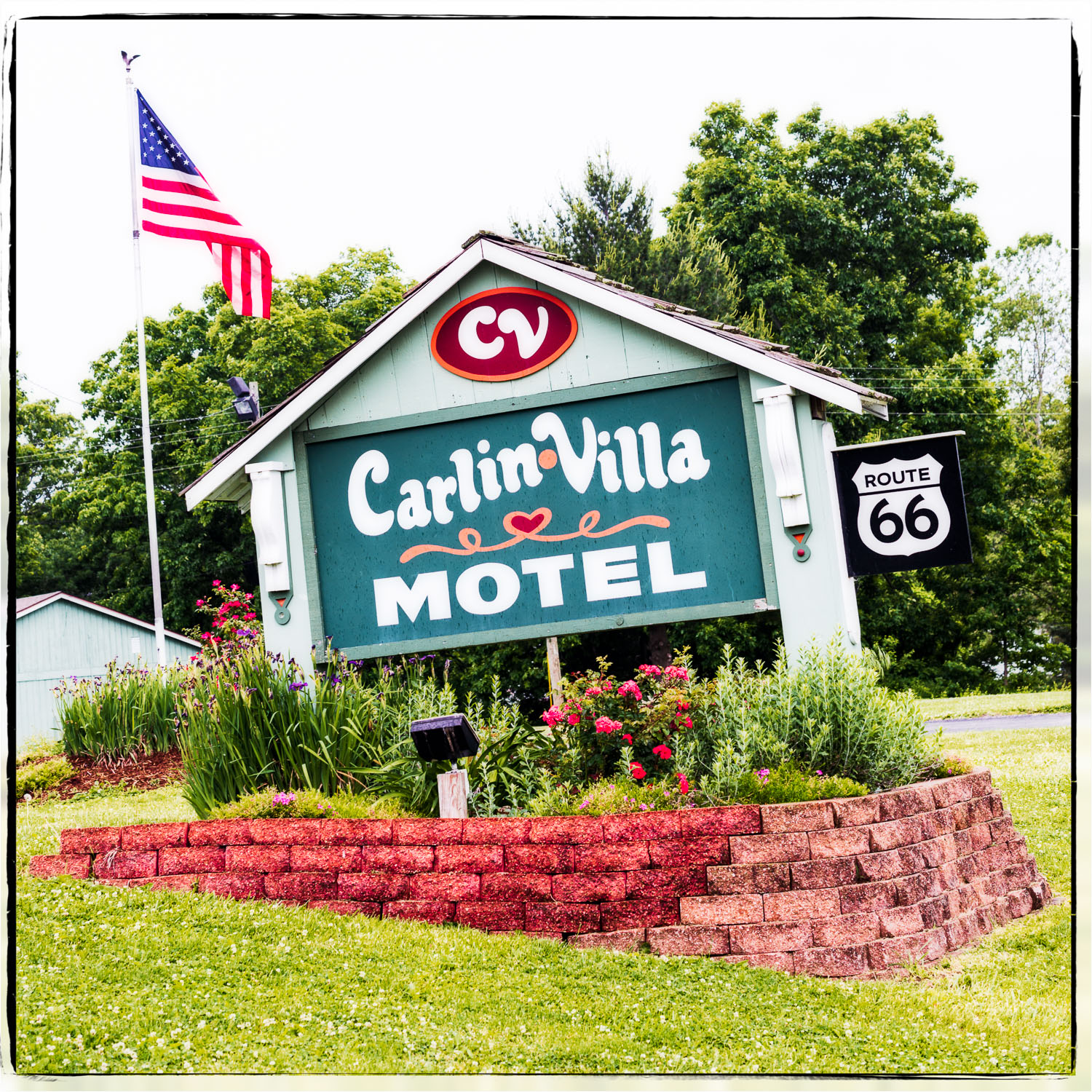 Carlinville IL   Carlin-Villa Motel - Time has been quite merciful to this one-story, 33-room motel, which has preserved its passé style with grace. Guests can cozy up next to a round brick fireplace in the tiny lobby, where CarlinVilla's dated charm surges, or enjoy a splash in the outdoor swimming pool. With historic downtown Carlinville a stone's throw away, CarlinVilla delivers a warm welcome into the local community and its legacy on the Mother Road. Located on 1926-1930 Route 66, now Illinois 4.-Brennen MatthewsAddress: 18891 Route 4 SouthPhone: 217-854-3201Website