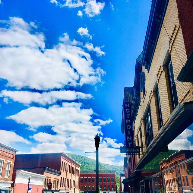 Honestly, it doesn't get any better than this. Perfect weather #intheberkshires #greatbarringtonma #blueskies #shoplocal #thechefsshop