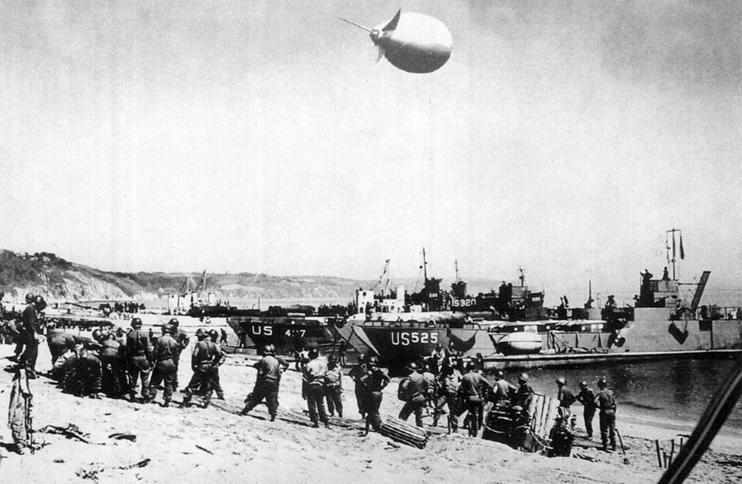 Exercise-Tiger-landings-at-Slapton-Sands_-Courtesy-The-US-National-Archives.jpg