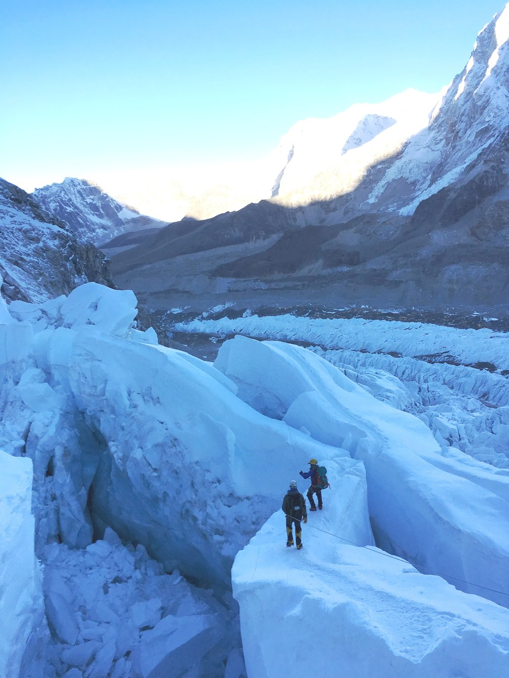 S-Shaped Ice Bridge in the Icefall