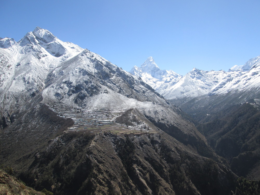 Above: The Sherpa village of Phortse, where we spent two days helping community members rebuildevacuated from IMG Camp