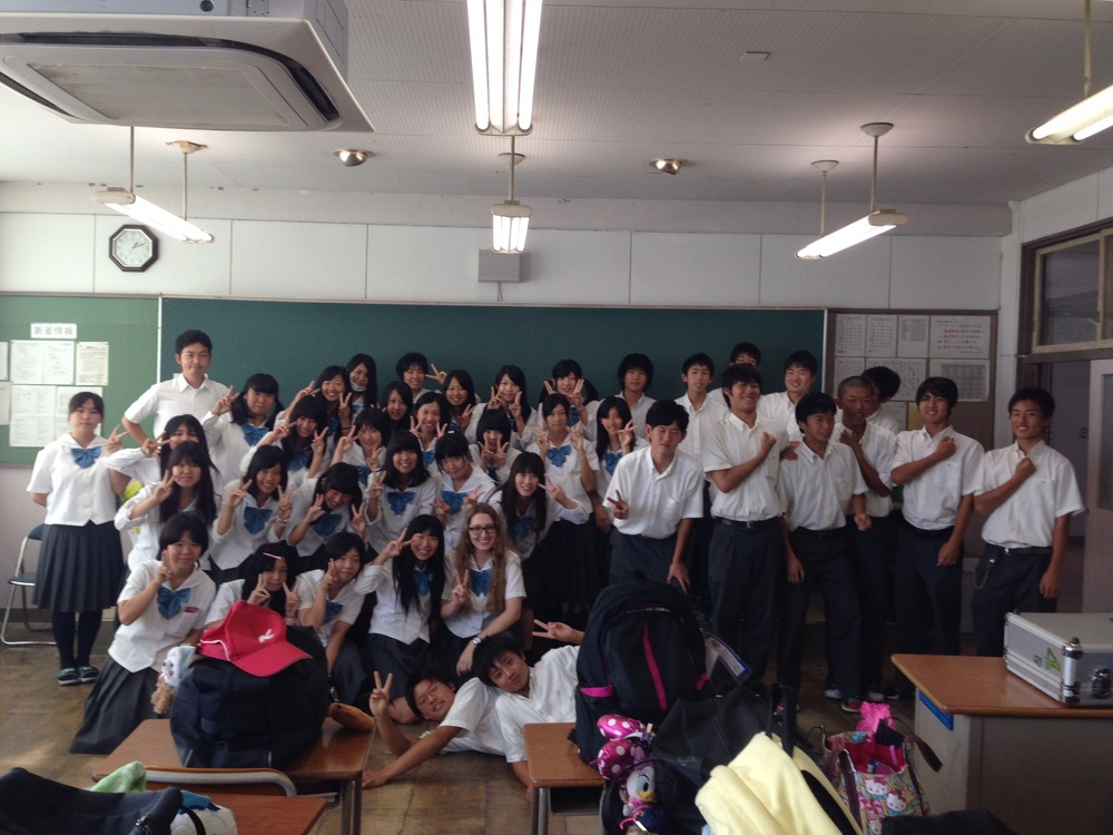 I spent several days attending high school, and despite not being able to say a word in Japanese, I loved every minute of it. Many students would come up and would either try to talk to me or ask for a photo, and we compared how we posed for photos (I'm doing the 'J apanese pose' here).