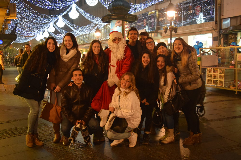 049c2-1701_serbia_stud_volunteer_winterchristmasgroupportrait.jpg
