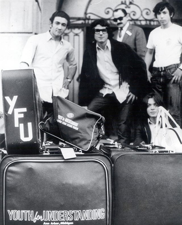 Like if you are just as obsessed as we are with this vintage YFU luggage 🛄 #tbt