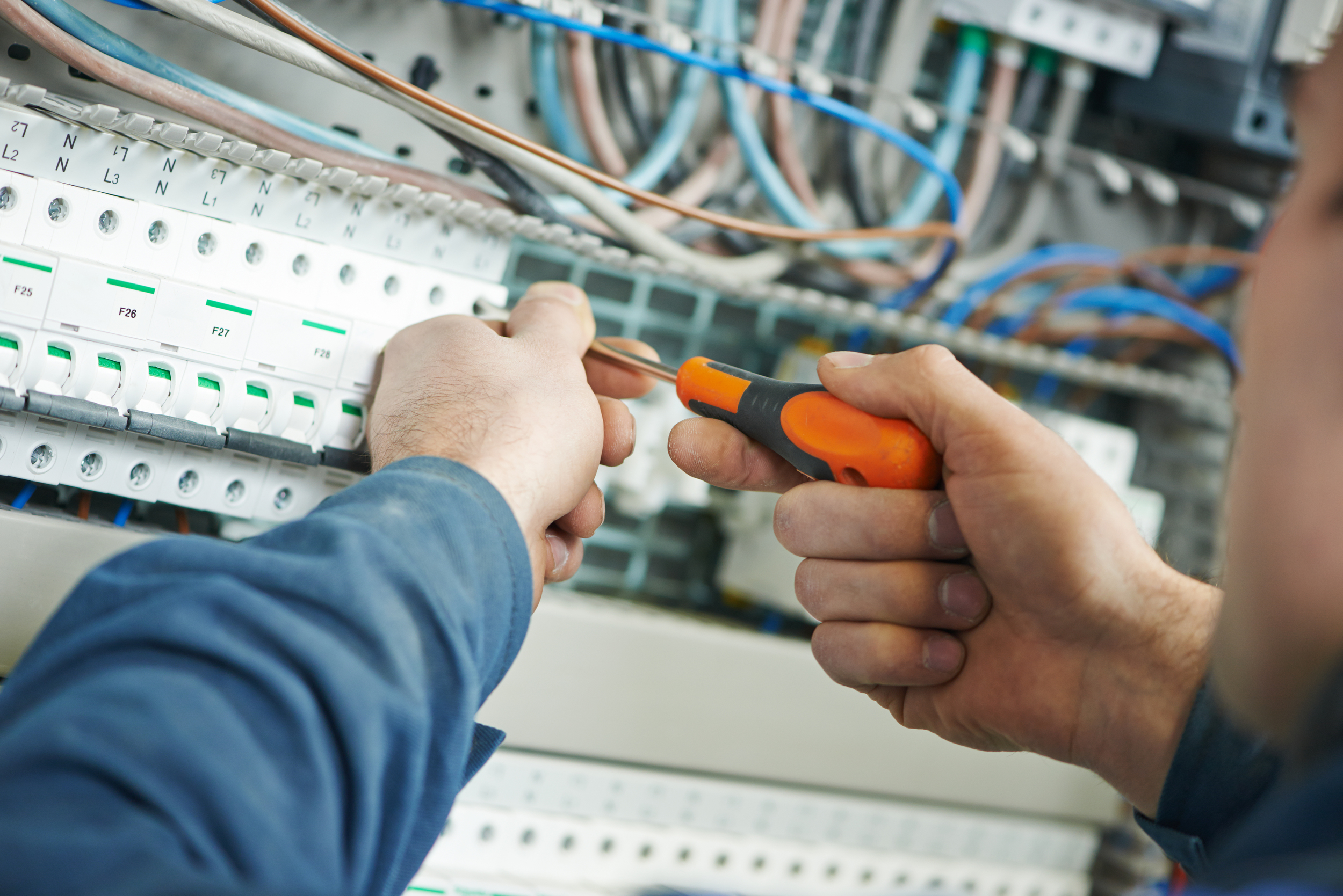 EXPERIENCED & TRUSTED ELECTRICIANS