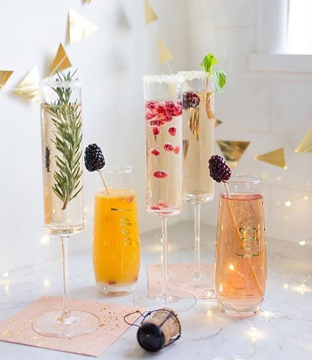 ✨2018✨ looking forward to the year ahead! Festive cocktails like only @marthastewart can 🤩🥂💛