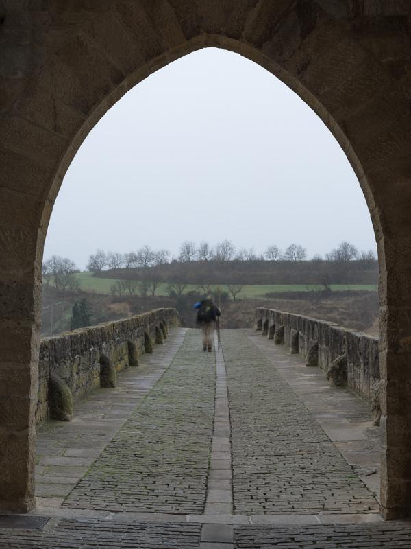Peregrino en Puente la Reina / Pilgrim at Puente la Reina