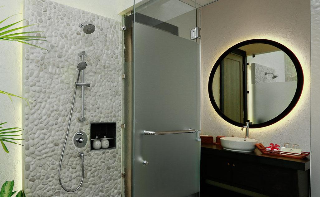 Lembeh-Resort-Luxury-Cottage-Bathroom.jpg