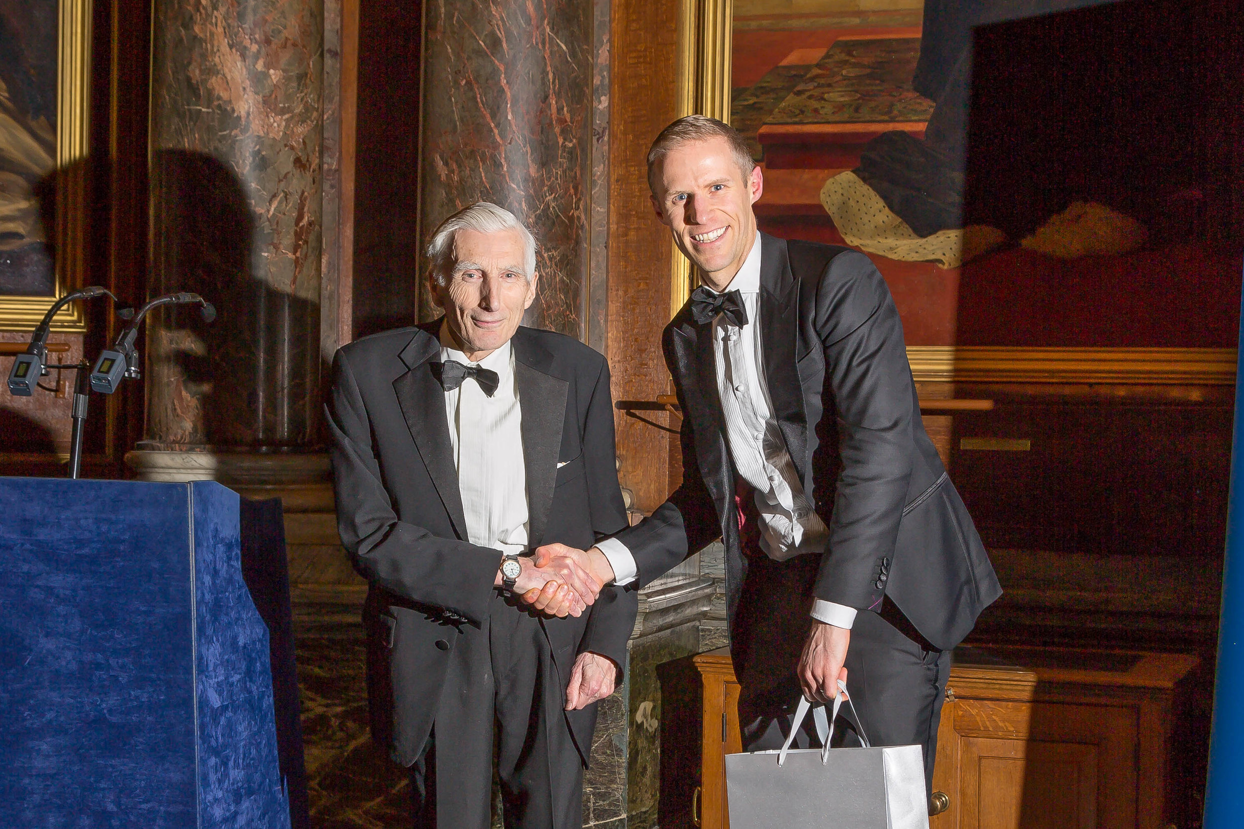 Steve receiving the award from Astronomer Royal Lord Martin Rees