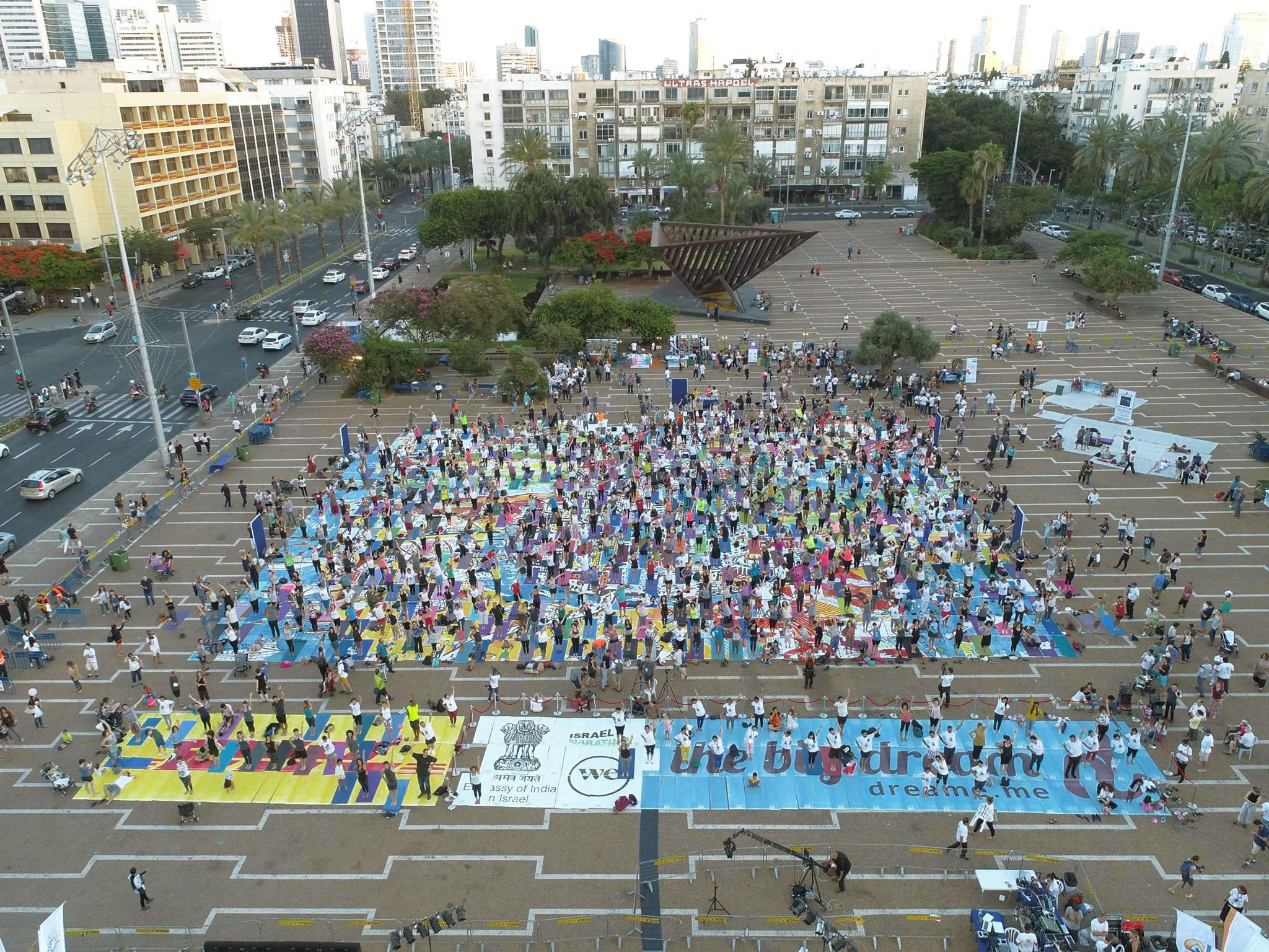 TimesOfIsrael  - יוגה בכיכר רבין