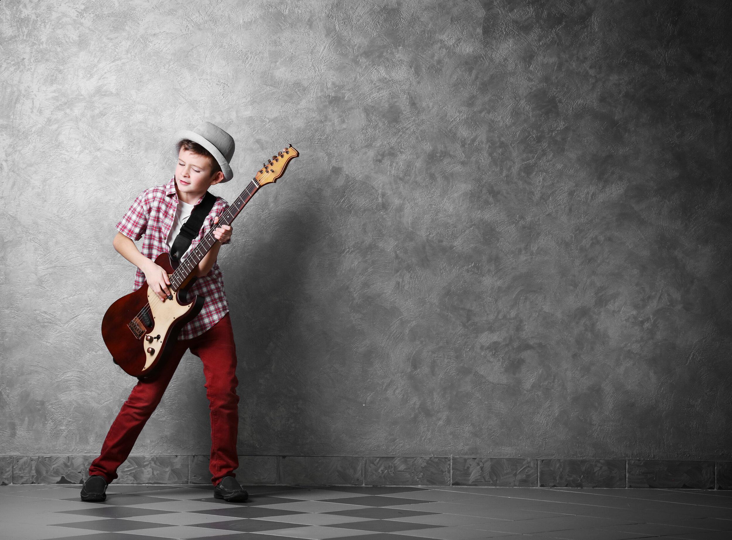 Gitar - Økt konsentrasjon, stimulering av hukommelsen og utvikling av finmotorikk er noen av fordelen av å lære seg å spille gitar