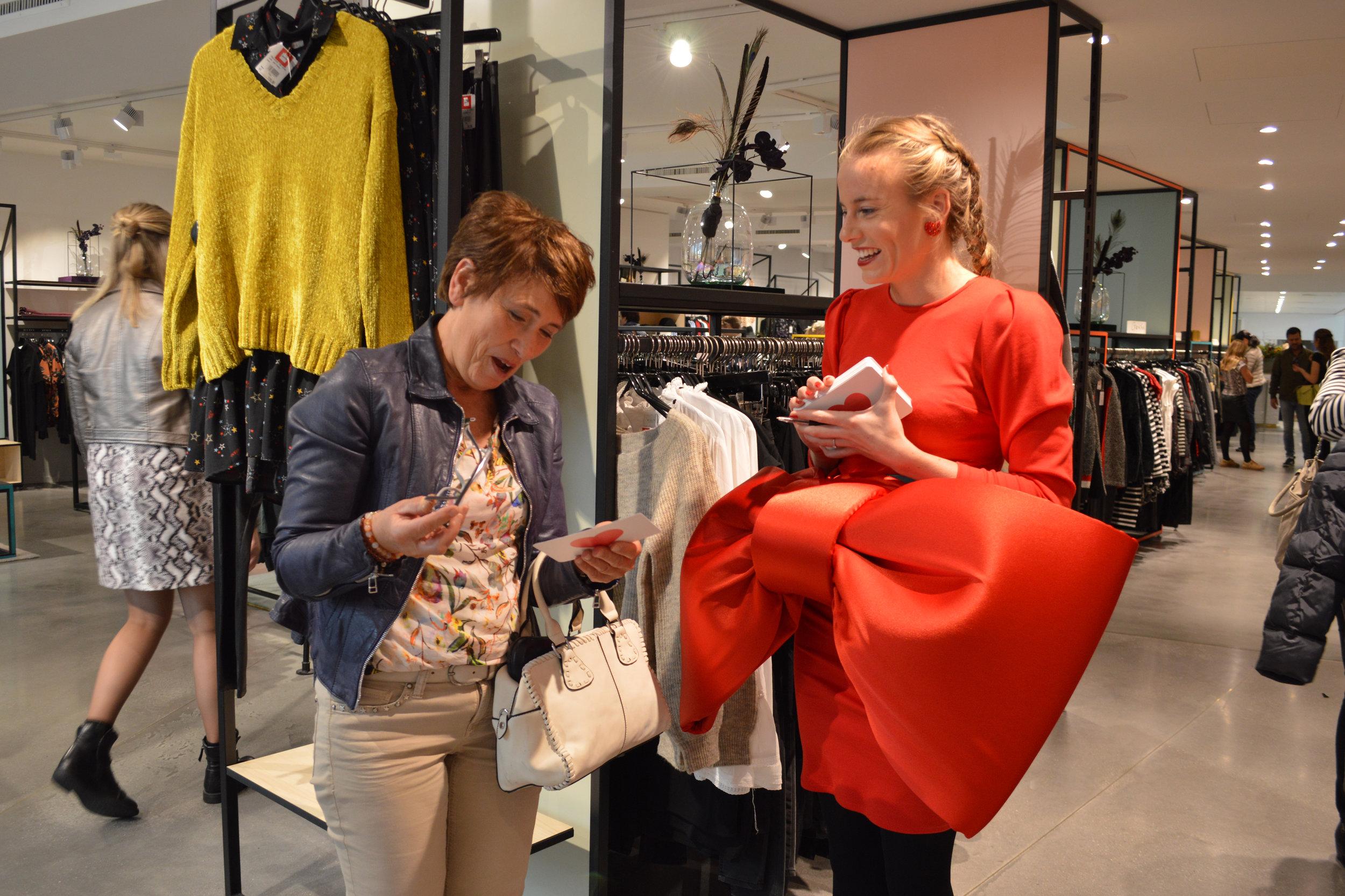 Dianne + lachende vrouw.JPG
