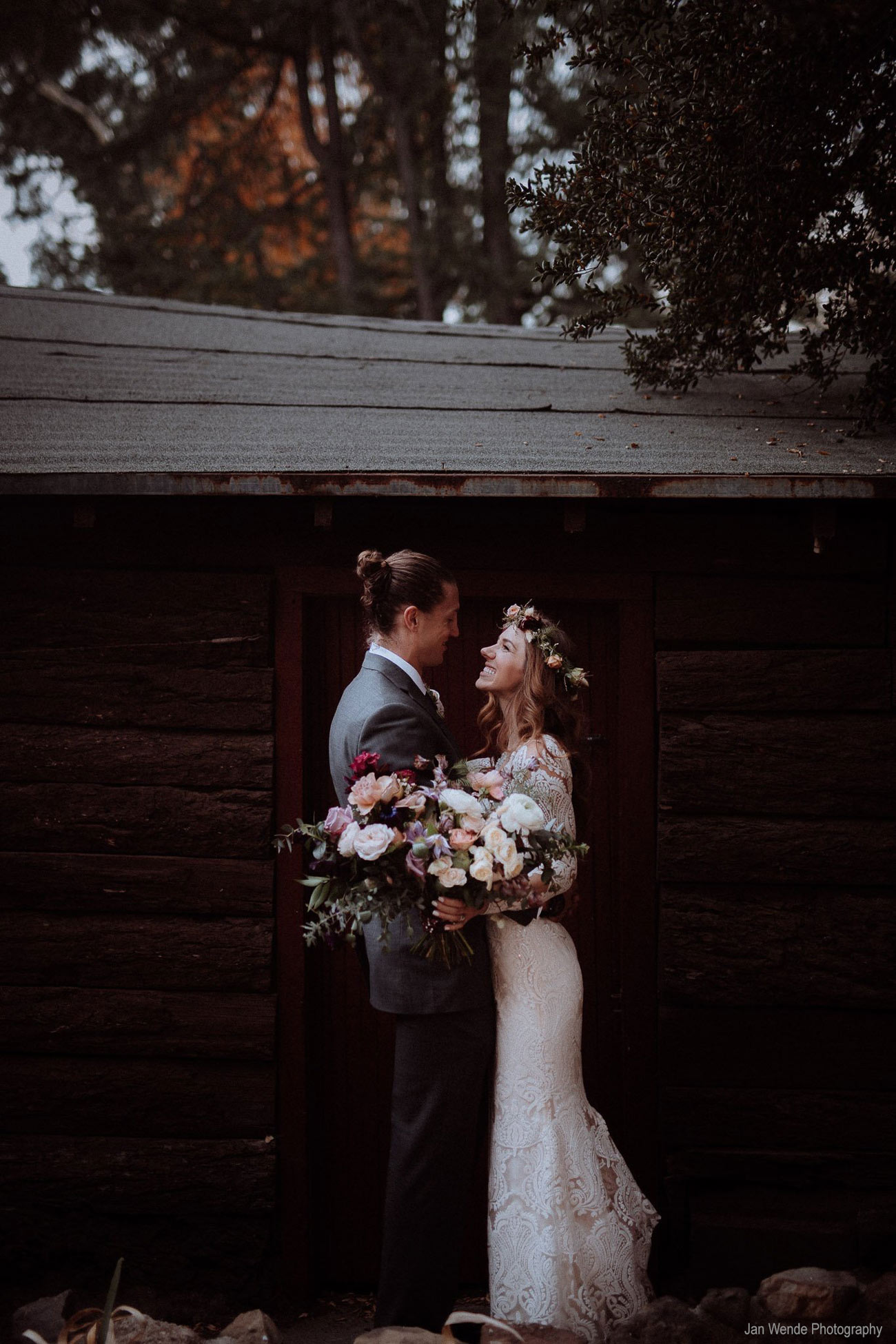 Couple-at-Cabin-Jan-Wende-Photography.jpg