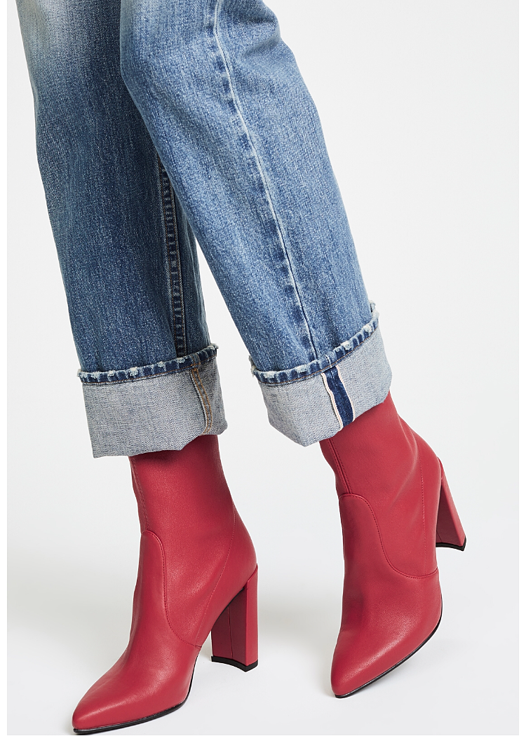 red boots.PNG