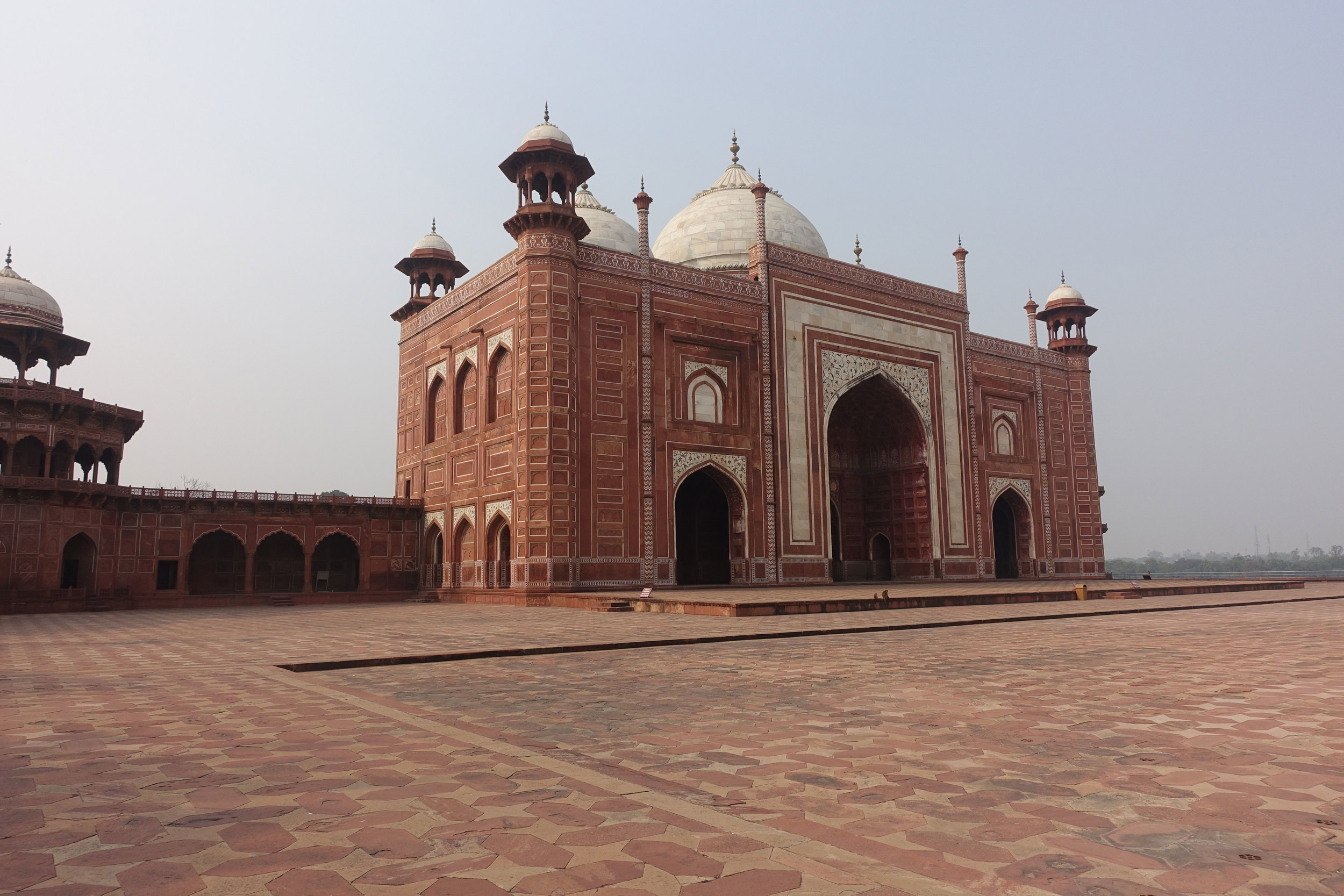 The Mosque was build to perform the last prayer before burying the body of  Mumtaz Mahal .
