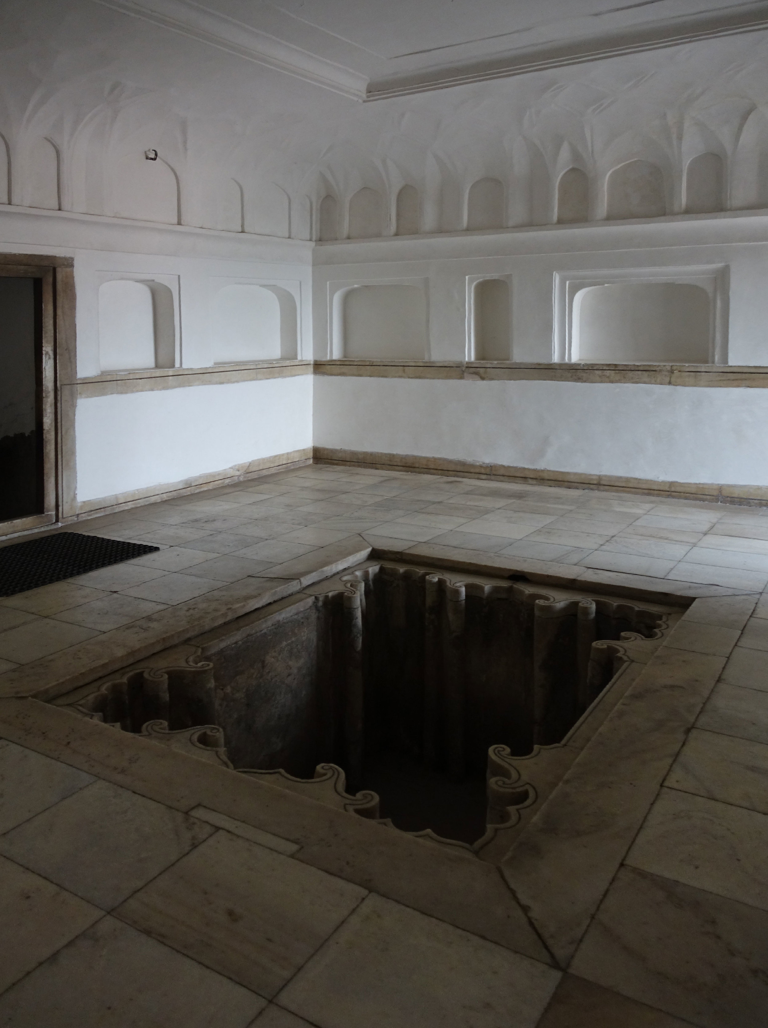 A royal tub/spa room next to the queens