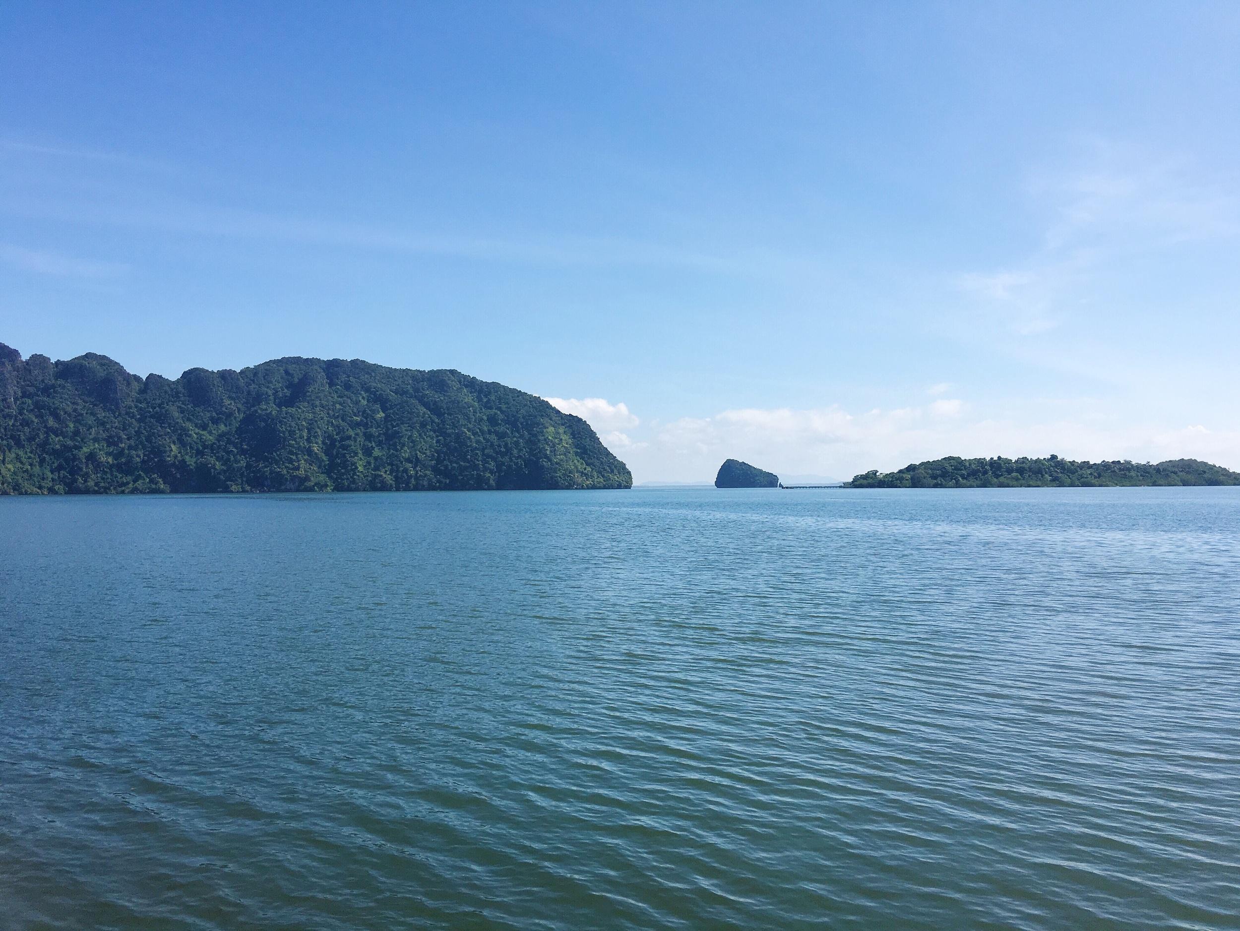We took a speedboat from Krabi to Koh Lanta