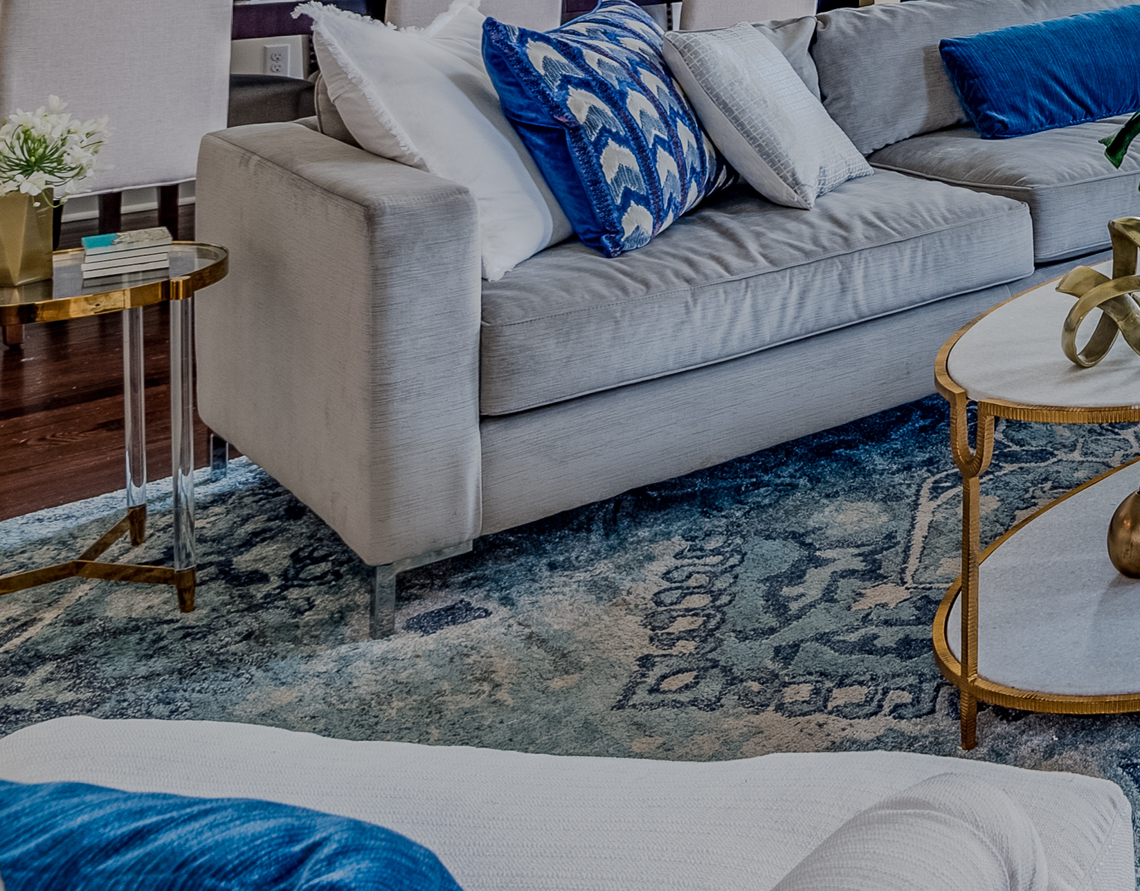 blue and white living room decor metairie interiors khb interiors