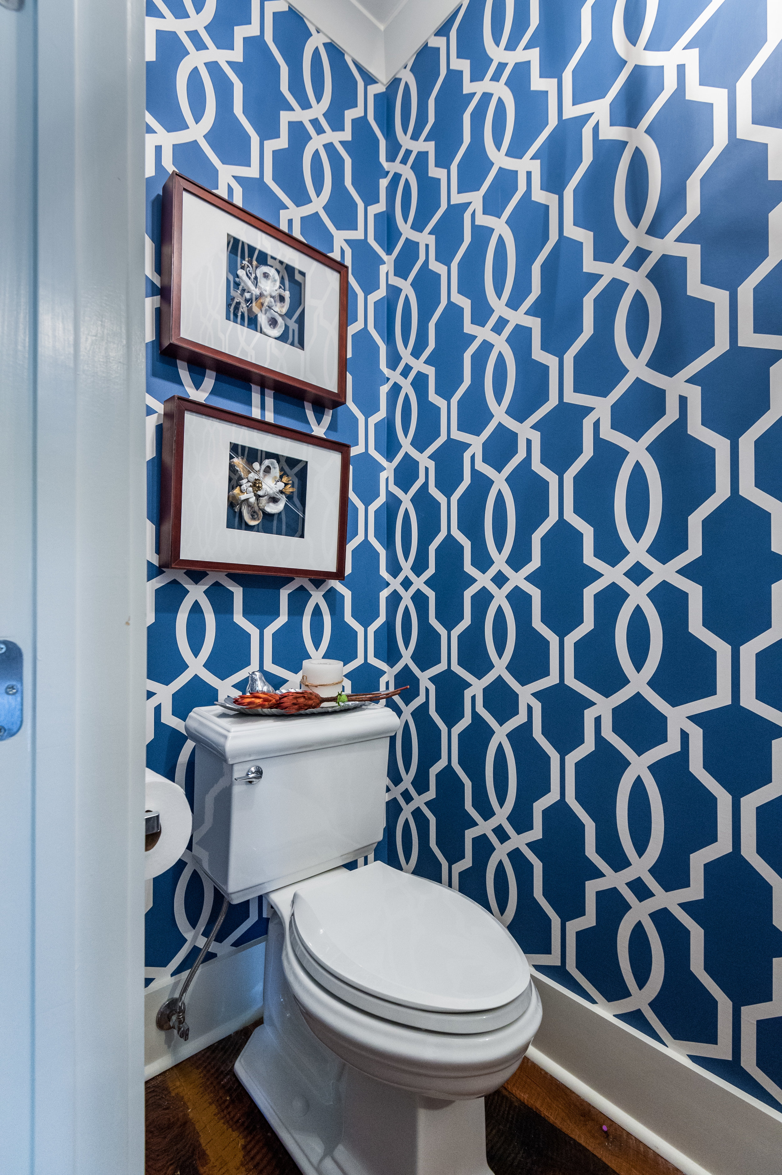 KHB Interiors powder room custom oyster art  metairie interior decorator.jpg