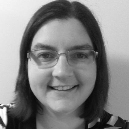 ANNA MURRAY - HYDROGENICS - Mme Anna Murray est diplômée de l'Université Queen avec un B.A.Sc en génie électrique et est une ingénieure agréée. Elle est directrice de programme senior chez Hydrogenics avec plus de 18 ans d'expérience dans la gestion de projets d'ingénierie complexes et la gestion d'équipes multidisciplinaires. Mme Murray possède des expériences variées en conception, en ingénierie d'application et sur le terrain, en gestion de la clientèle et de la qualité, en introduction de nouveaux produits et en supervision ministérielle. Elle a travaillé avec de nombreux clients dans le monde entier pour des équipements fixes et mobiles dans les secteurs de la construction, des autobus, du rail, de la manutention, de la marine, des mines et de l'armée. Elle a rejoint Hydrogenics en 2012 et est responsable de la gestion de plusieurs programmes couvrant l'ensemble de l'organisation internationale. Mme Murray, qui a son siège social à Mississauga, a géré le développement de produits dans tous les secteurs d'activité fournis par Hydrogenics. Elle a travaillé sur les piles à combustible pour le marché de la téléphonie mobile et, plus récemment, sur la livraison d'un moteur à pile à combustible personnalisé pour les trains de banlieue en Allemagne. Elle a fourni un système complet de ravitaillement à l'hydrogène pour une mine éloignée du nord du Québec. Mme Murray a supervisé la conception, le développement et la livraison d'un poste de ravitaillement en Californie. Elle a également travaillé sur des applications Power-to-Gas à grande échelle et a supervisé la conception et l'installation d'une usine unique en Amérique du Nord, l'une des plus importantes au monde.Mme Murray a consacré sa carrière à la conception et au développement d'ingénierie dans un environnement de fabrication. Elle est bilingue en anglais et en français. Elle possède une vaste expérience internationale dans la promotion, la définition, la conception, la révision, la mise en œuvre, l'intégration 
