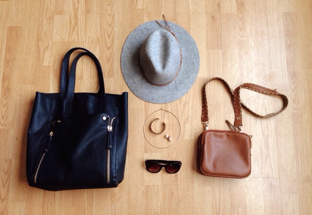 2 bags / 1 hat / 1 pair of sunglasses / 3 pieces of jewelry