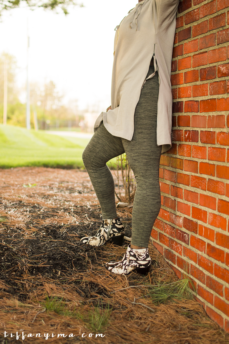 If you live in the midwest, you know that Spring can be decieving and there will be days that are less than Springy. This easy and comfortable outfit is perfect for the transition period.