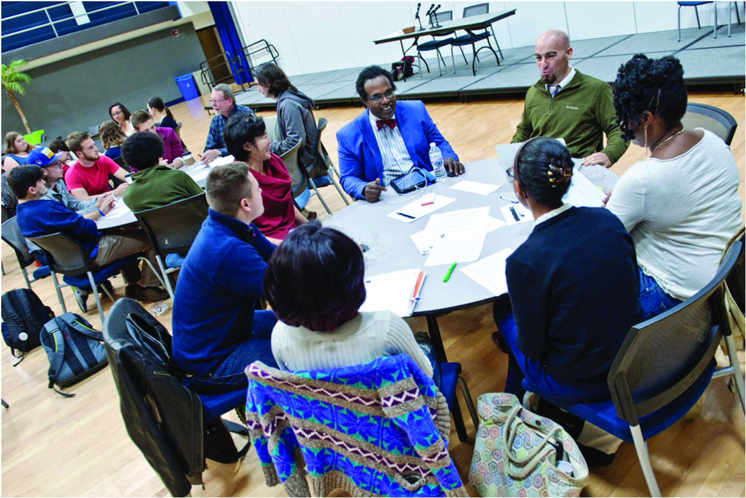 Faculty, staff and students discuss Saint Louis University's Oath of Inclusion in the Center for Global Citizenship in October 2014. Photo by Michelle Peltier.