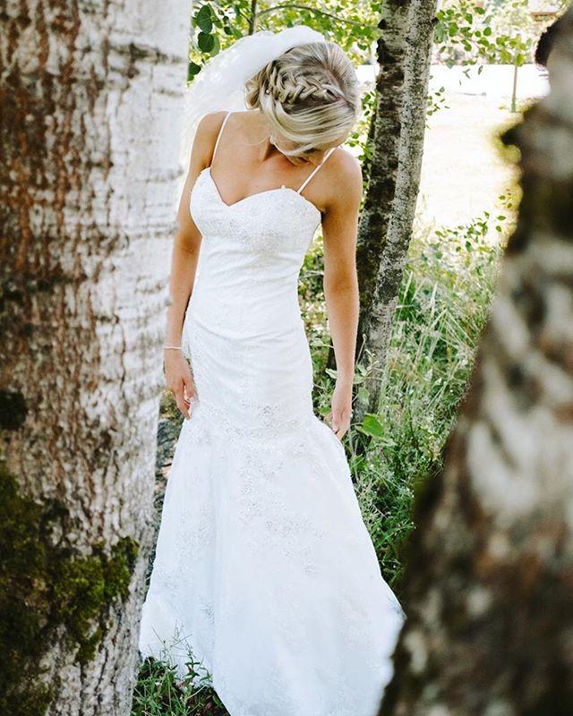There's something special in choosing the right dress. .⠀ .⠀ .⠀ #weddingdresswednesday #captusphotography #captusweddings #pnwedding #seattlephotographer #seattlephotography #pnwisbest #livethelittlethings #weddingdress #fuji #pnwlife #lookslikefilm #seattlebride #pnwwedding #washingtonwedding #lovelysquares #fujifilm #nwweddings #pnwphotography #bride #pnwcollective #collectivelycreative #pursuepretty #soloverly #weddingdetails #outdoors #seattlewedding #weddinginspiration #vscowedding #portraitcollective