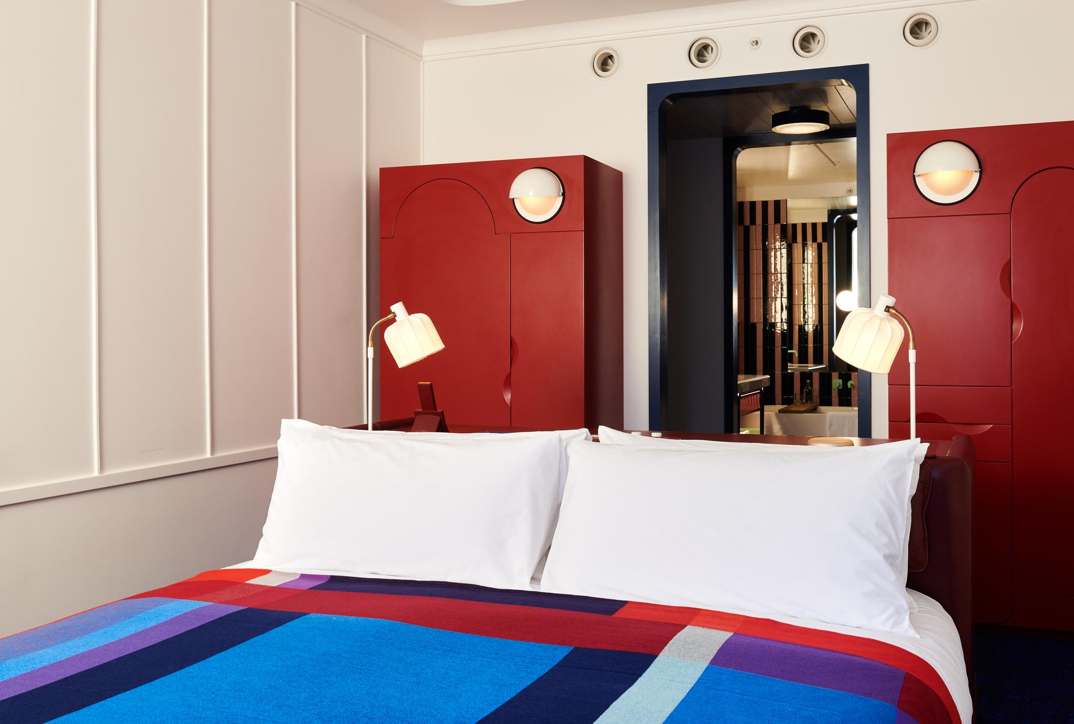 TS London-King Room (2).jpg