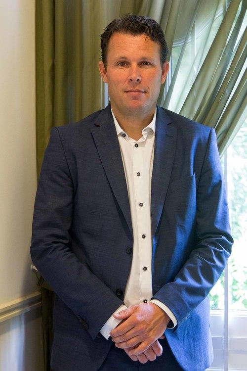 Frank Baks   Adviseur schadeverzekeringen   Taken: - Aanvraag en afwikkeling schadeverzekeringen - Zorgverzekeringen
