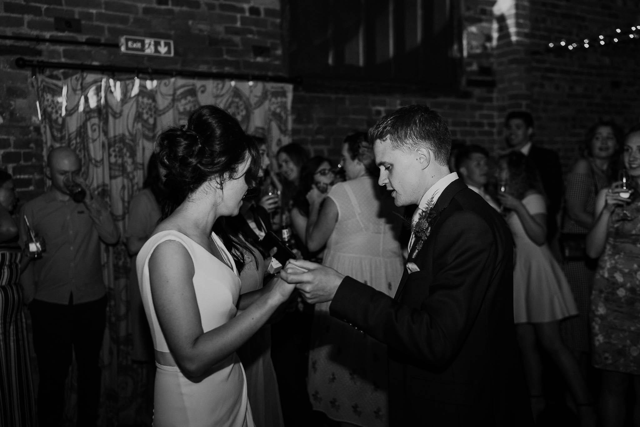 relaxed-wedding-photographer