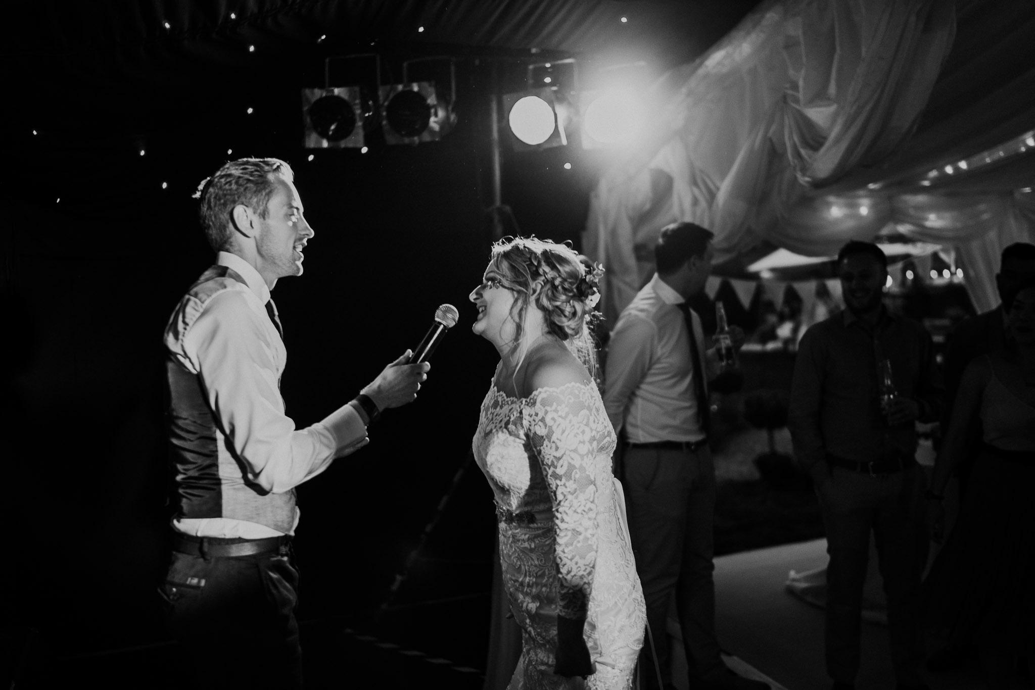 bride-singing-at-wedding