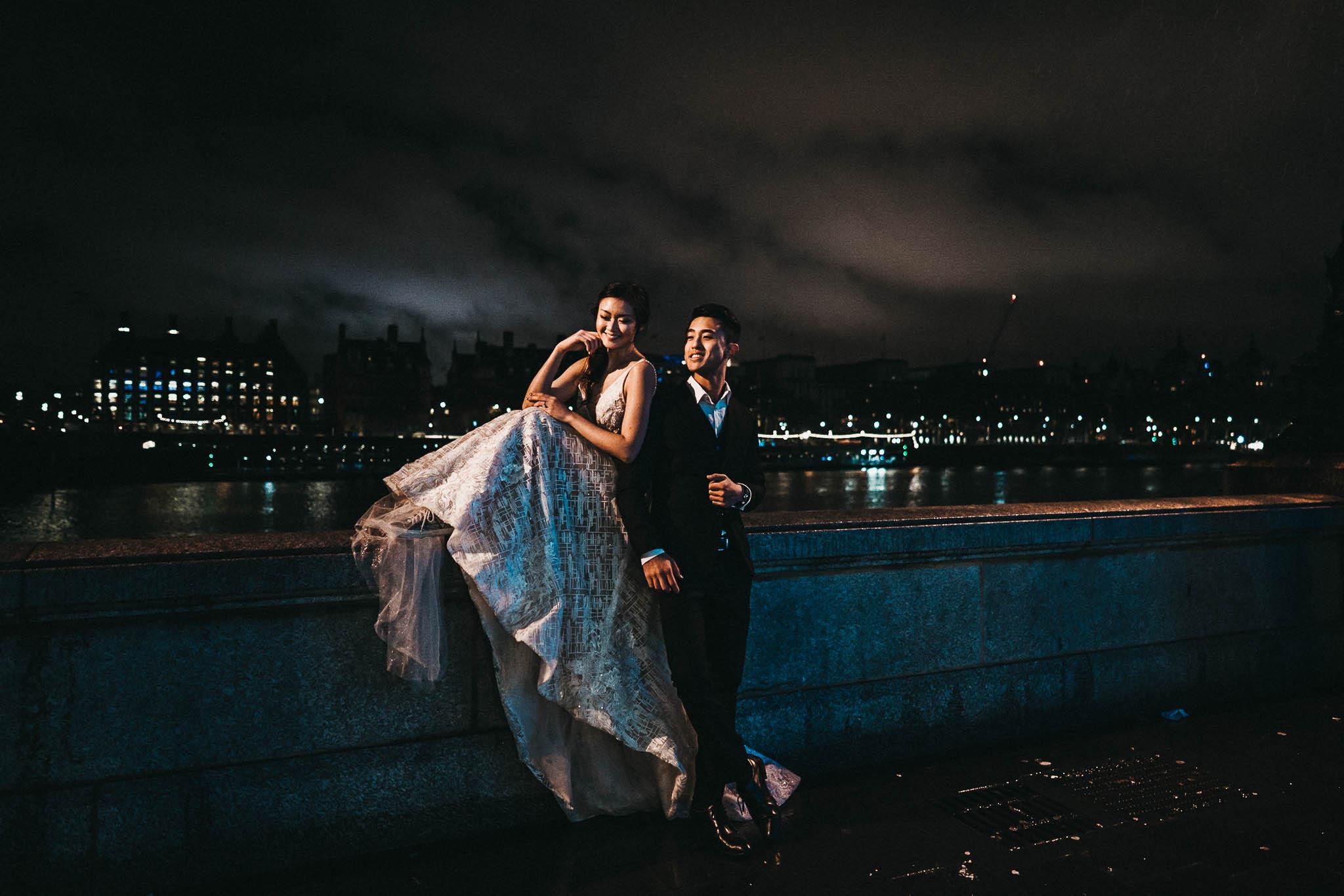 couple-sitting-on-london-southbank