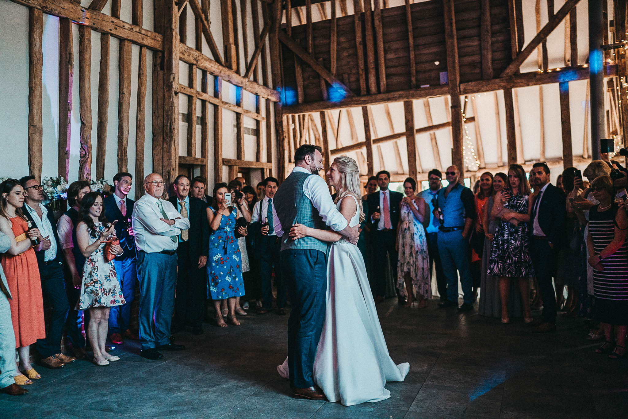 the-oak-barn-first-dance
