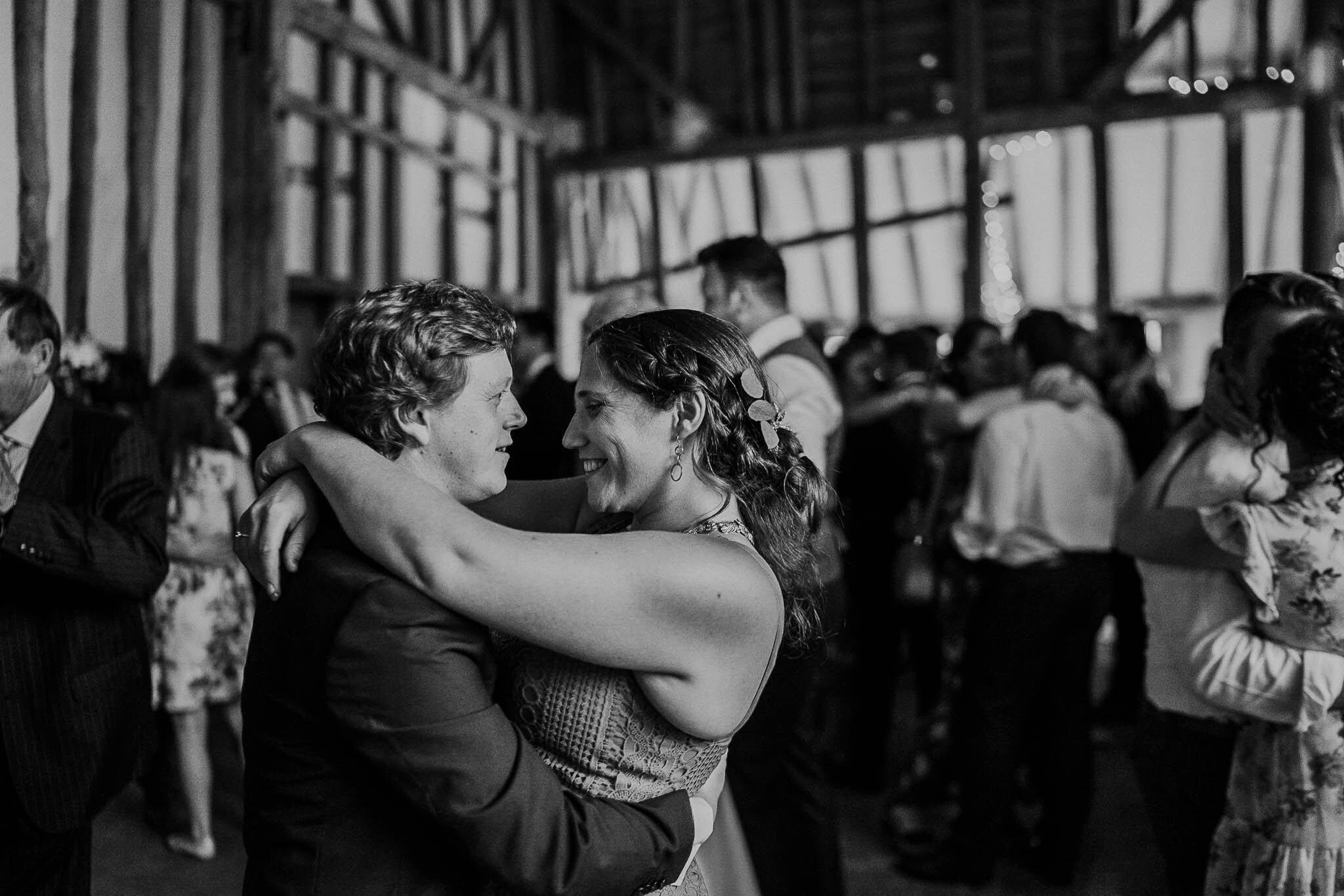wedding-dancing-candids