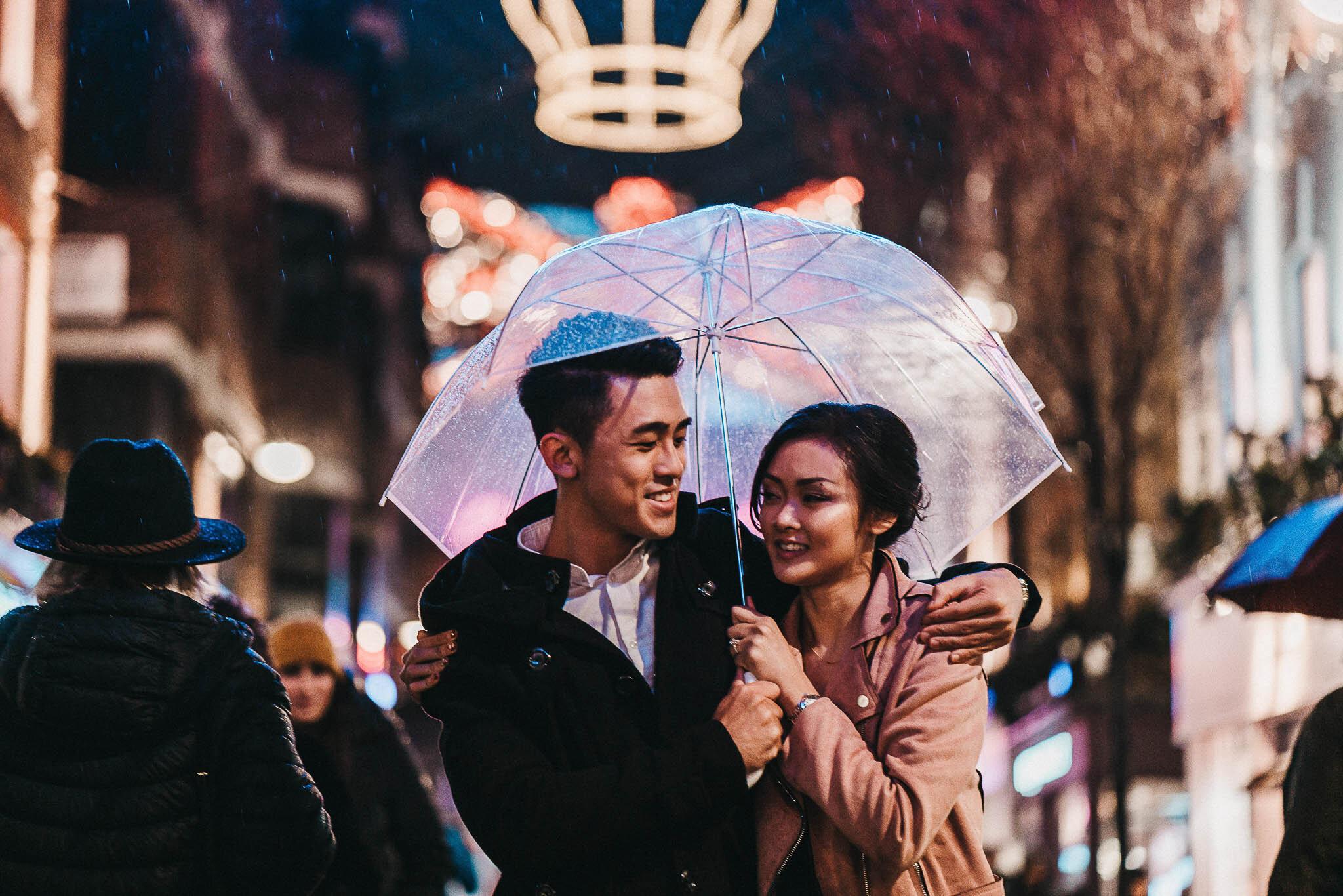rainy-night-time-couple-shoot