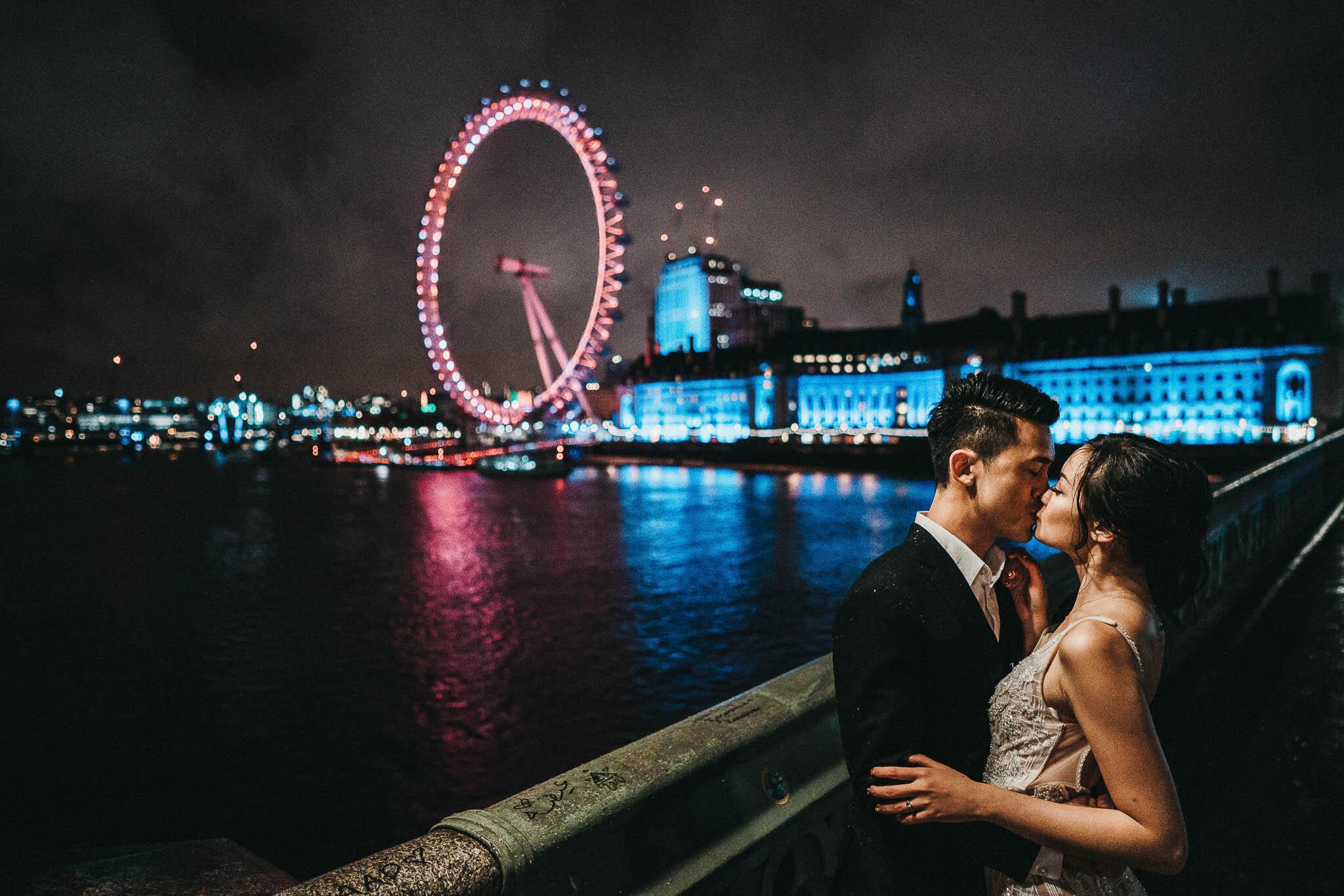 couple-shoot-on-westminster-bridge