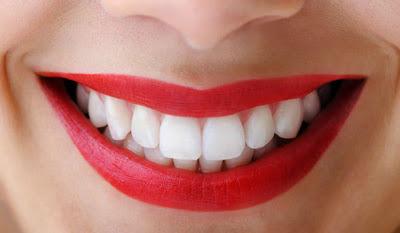 bright-teeth-red-lipstick.jpg